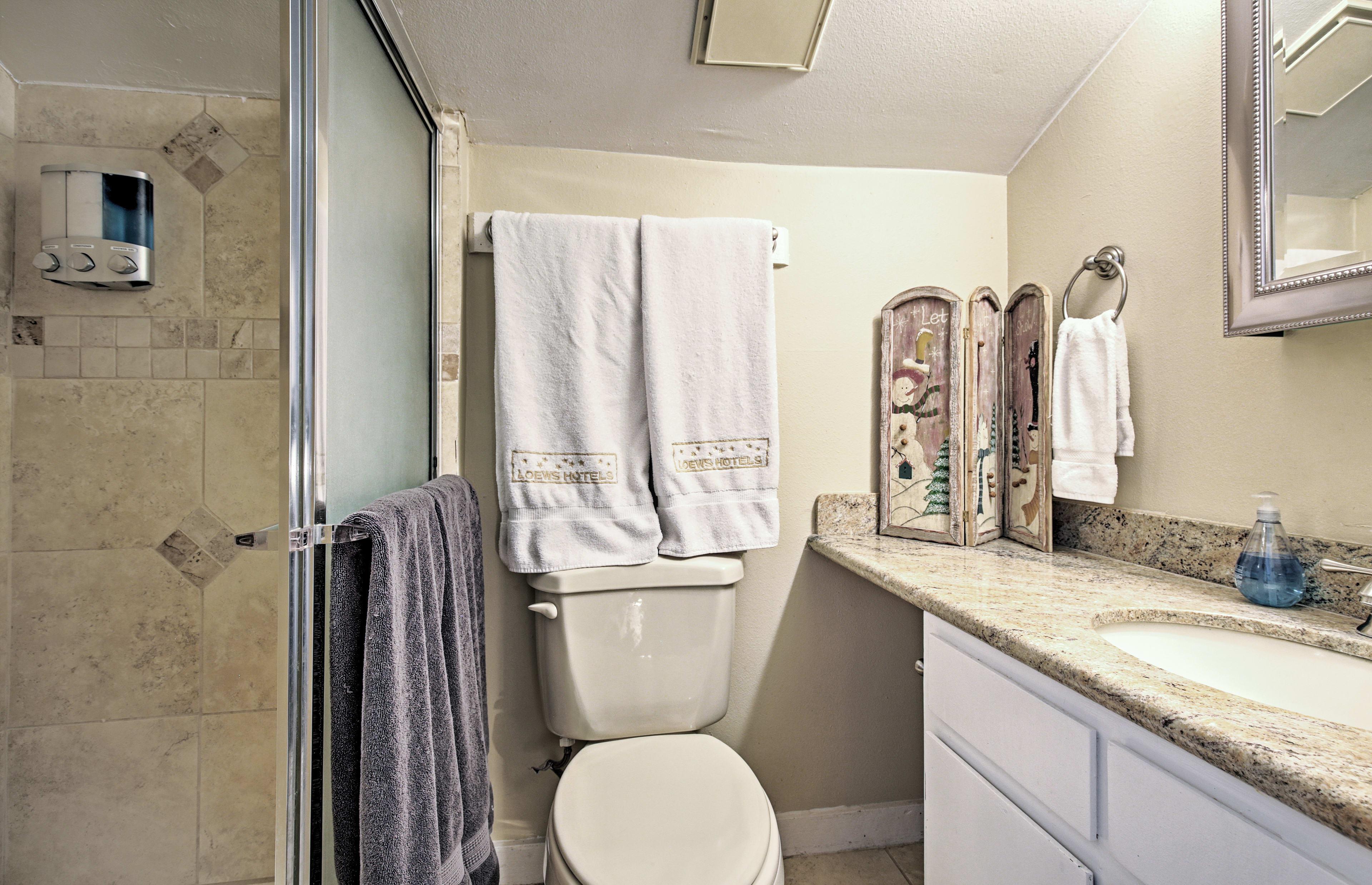 Bathroom | Main Floor | Towels Provided