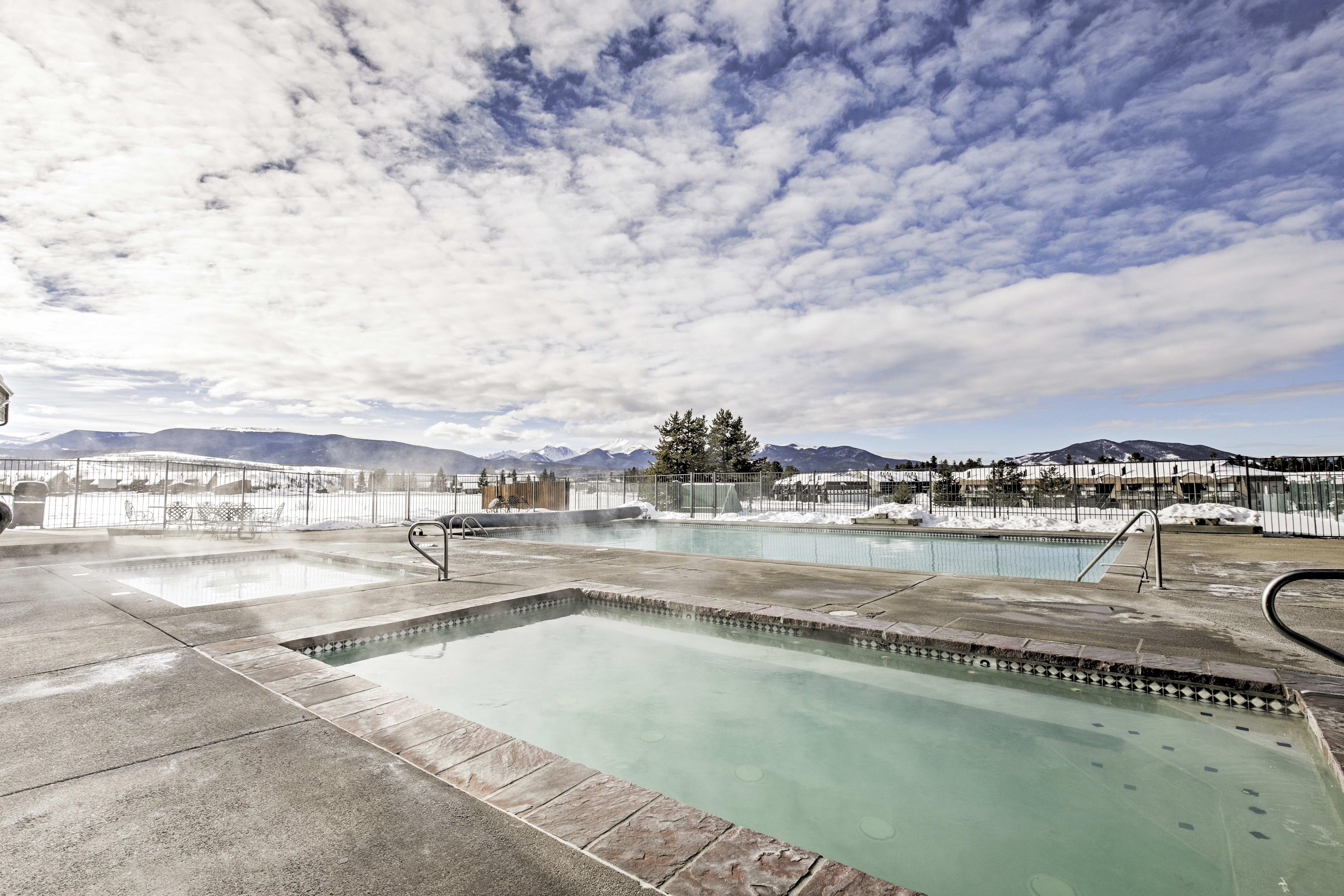 Community Amenities | Outdoor Swimming Pool | Hot Tub