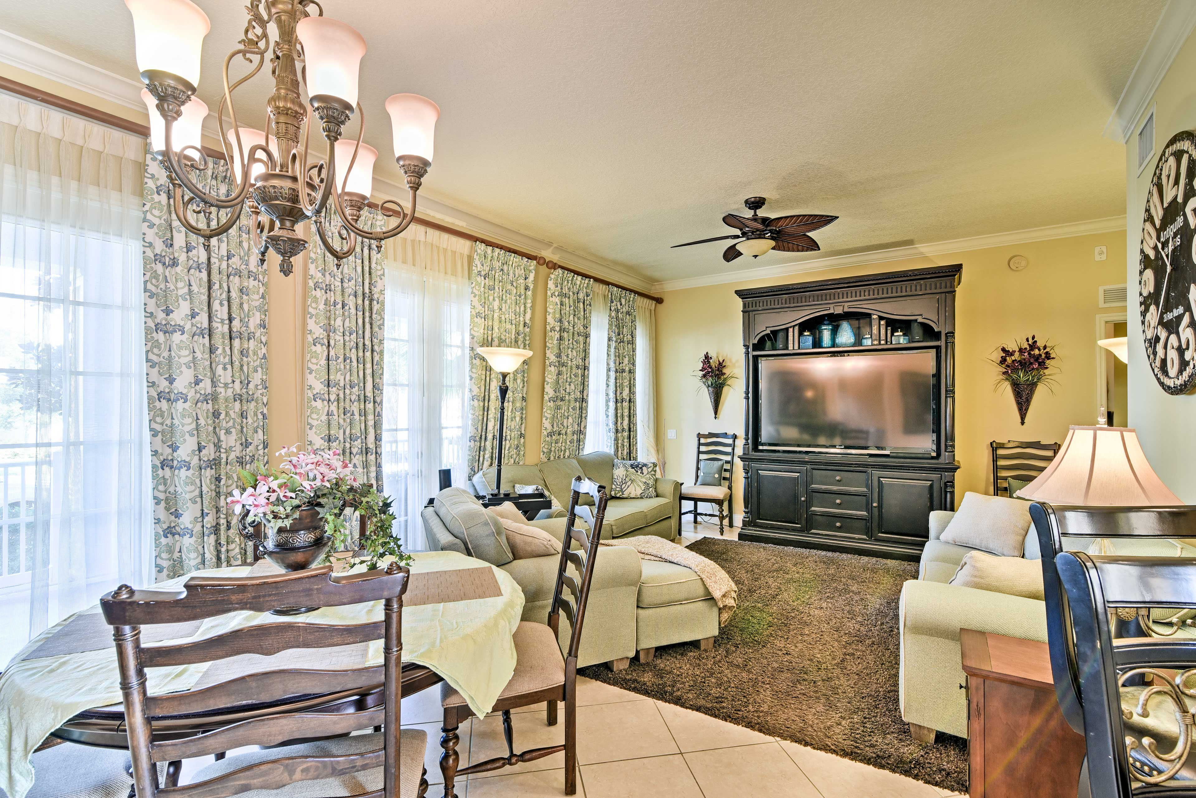Living Room | Central Air Conditioning & Heating | Free WiFi