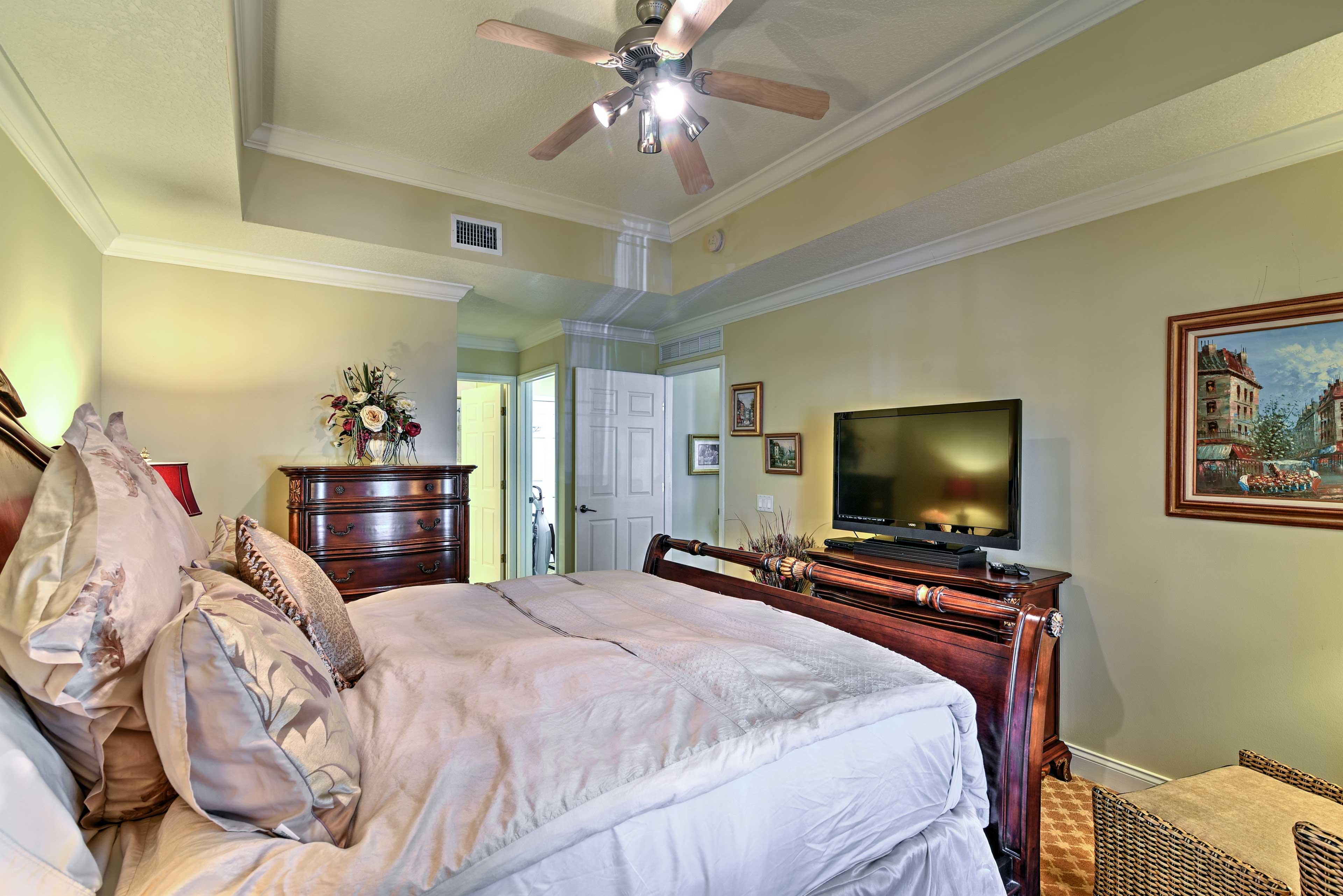 Master Bedroom | Linens Provided | HD TV w/ 3D
