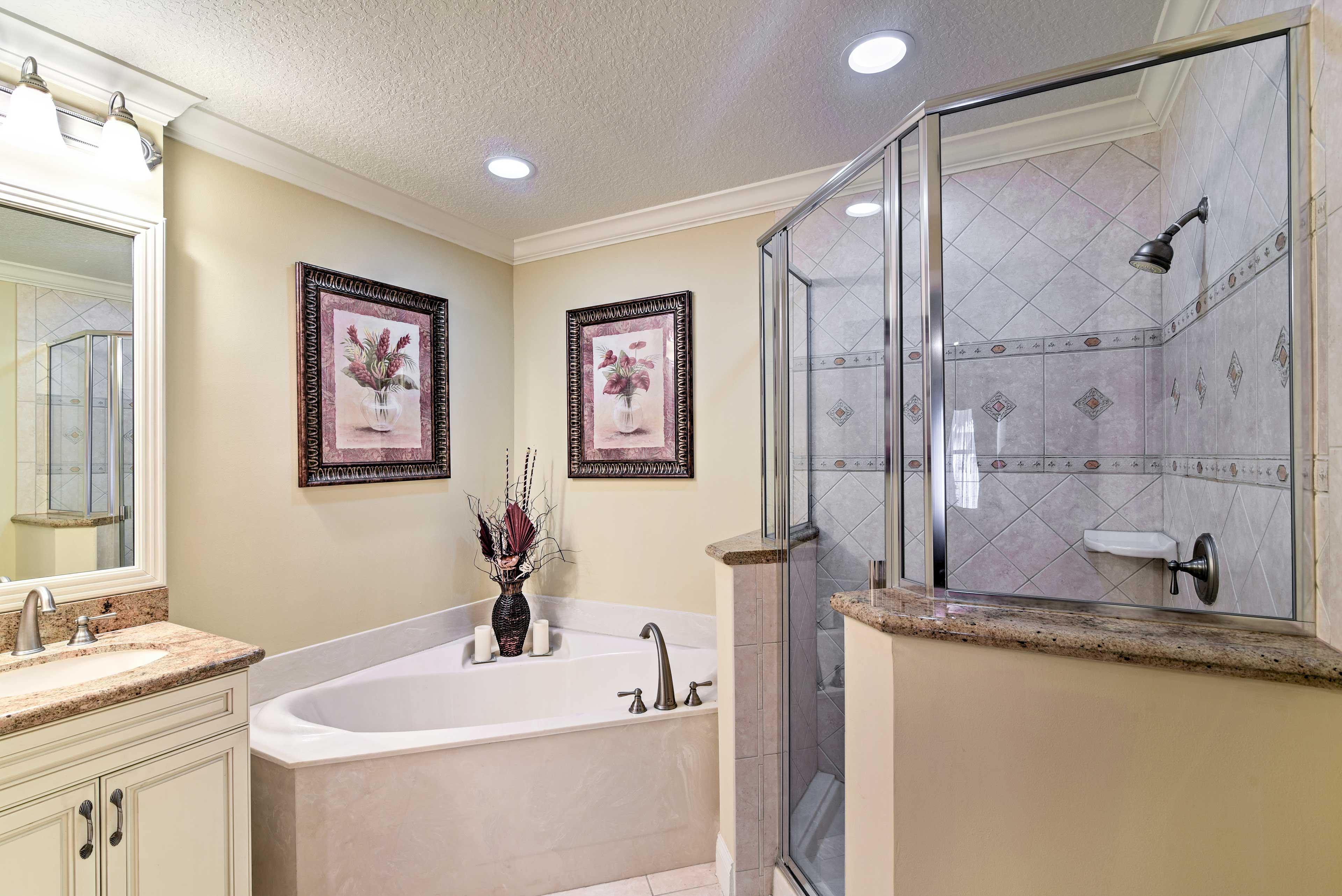 En-Suite Bathroom | Towels Provided | Soaking Tub