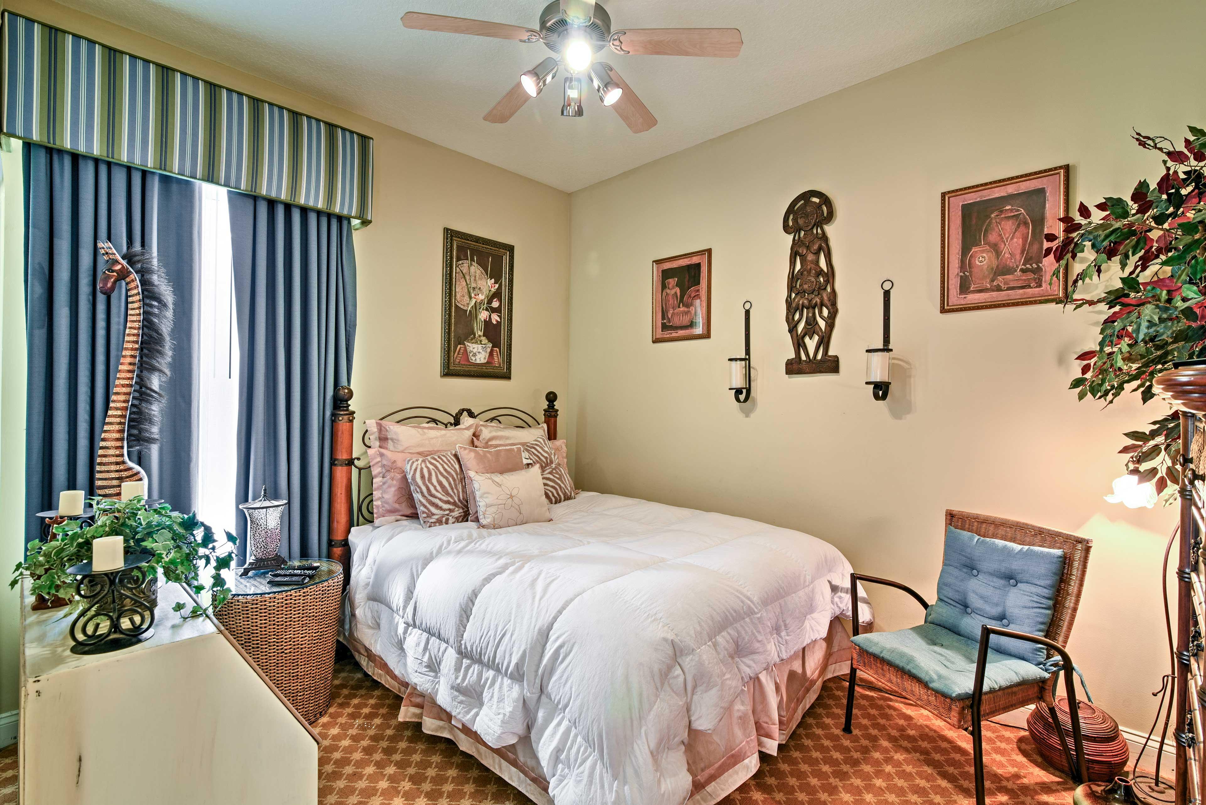 Bedroom 2 (Jungle Room) | Queen Bed