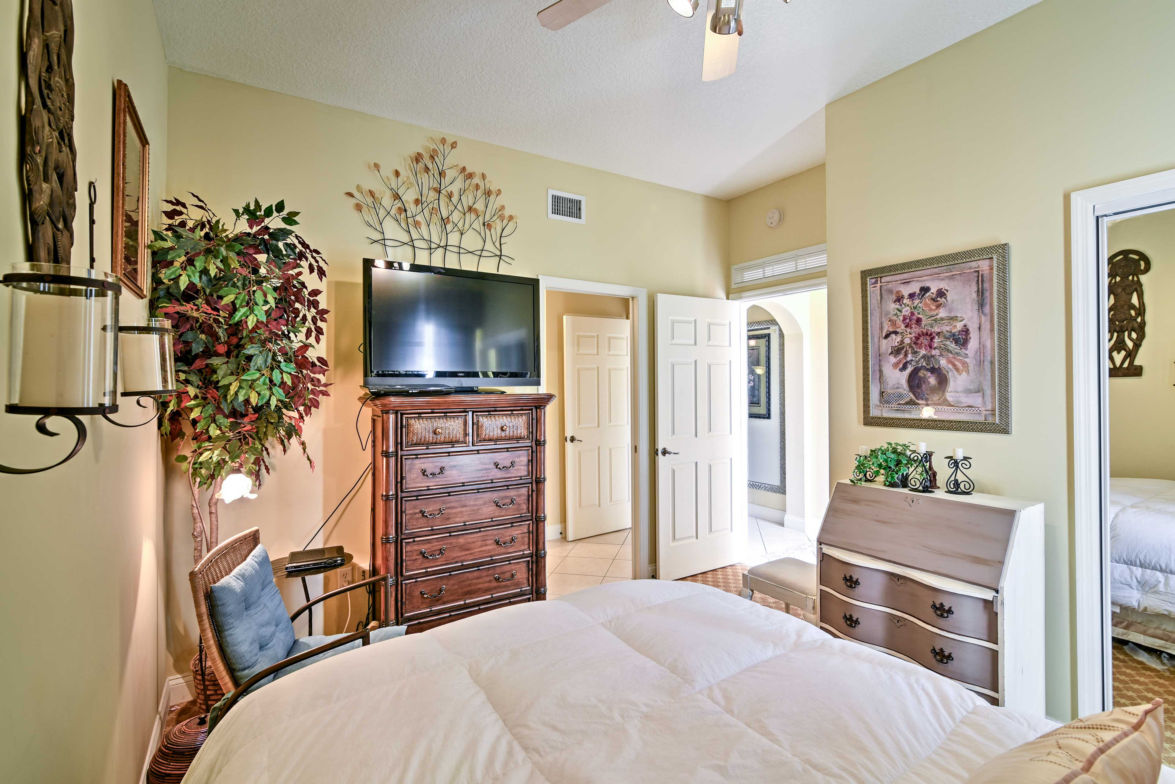 Bedroom 2 (Jungle Room) | HD TV w/ 3D | Blu-Ray DVD Player