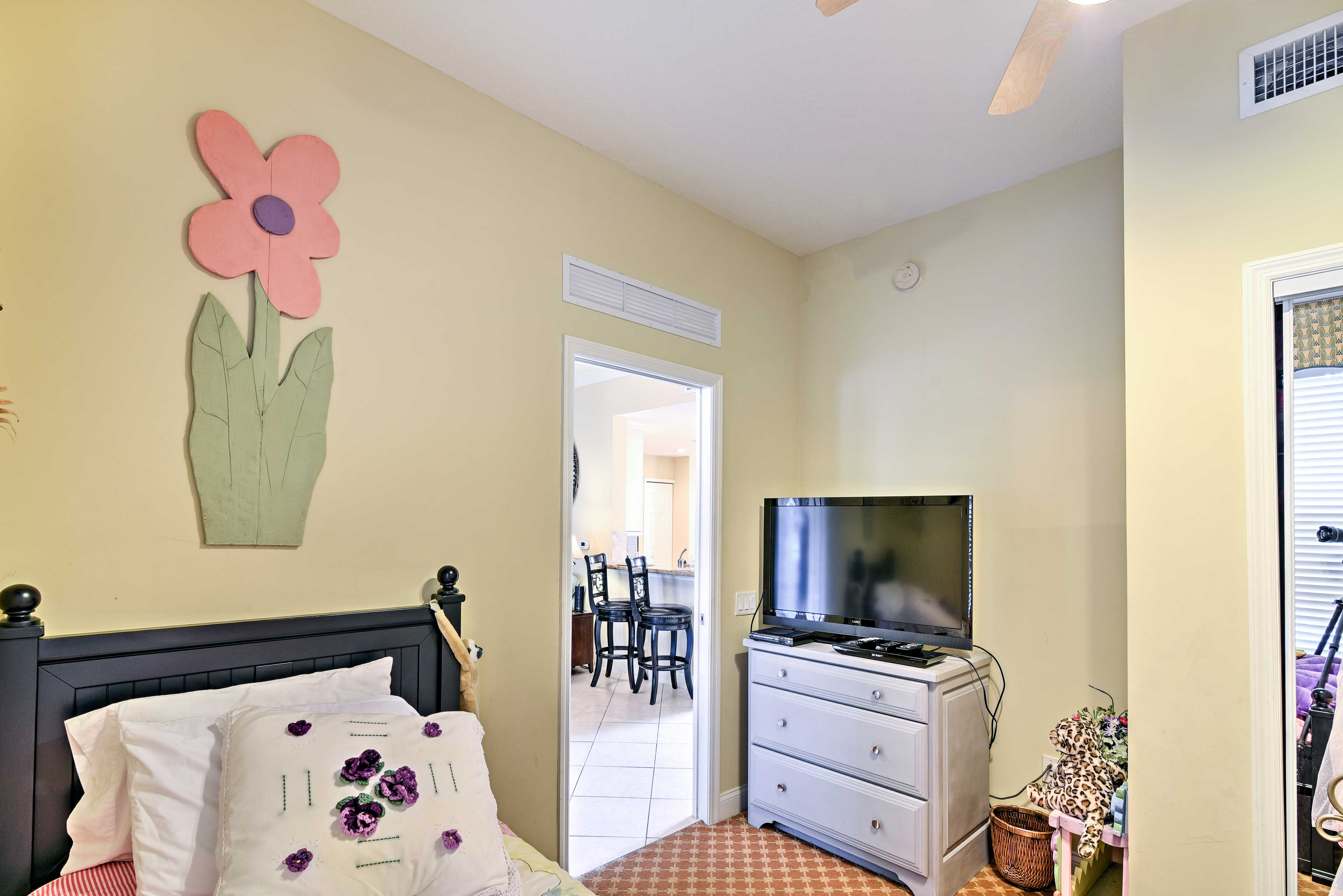 Bedroom 3 (Cinderella Room) | HD TV w/ 3D | Blu-Ray DVD Player