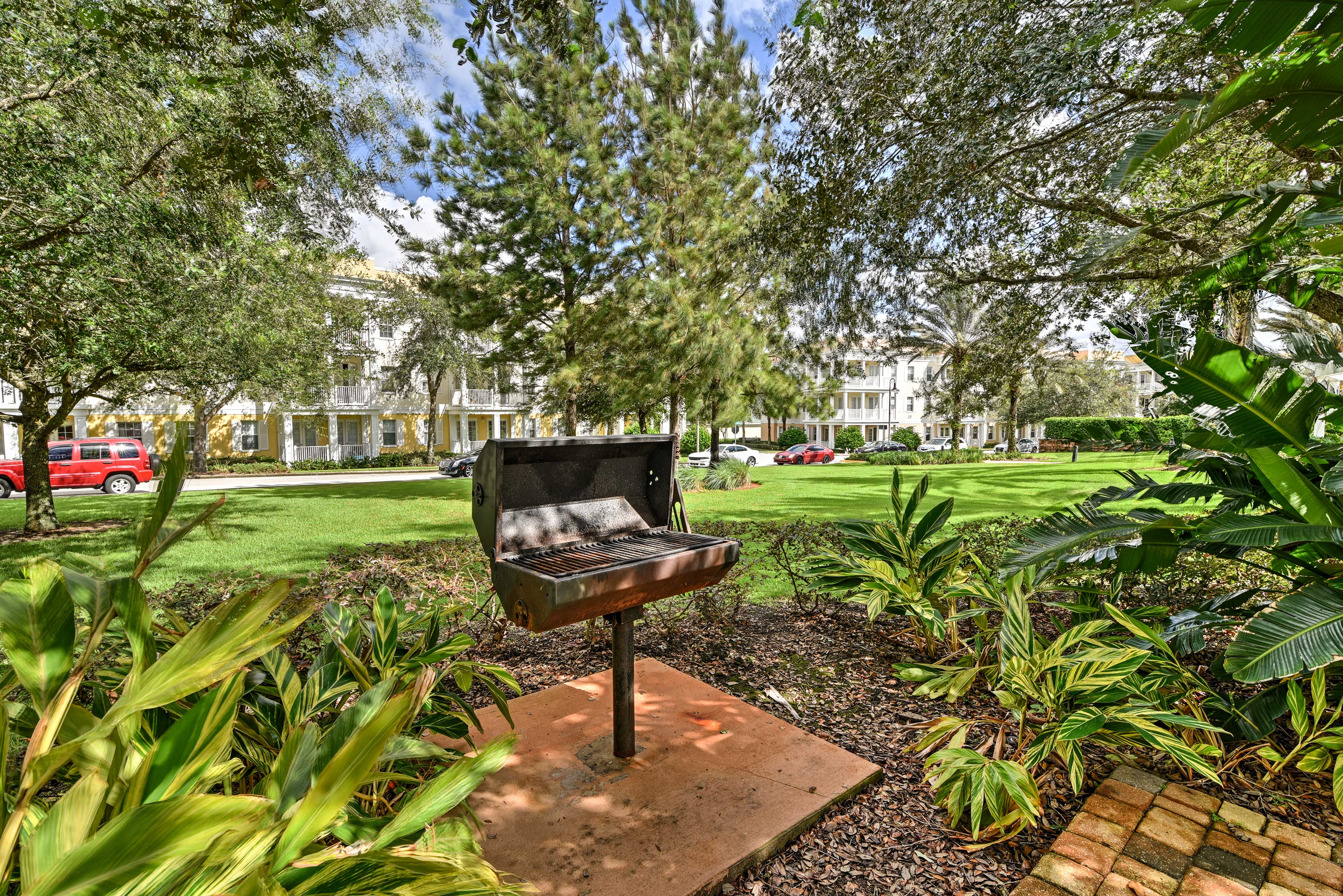 Resort Amenities | Charcoal Grill | Tennis Courts
