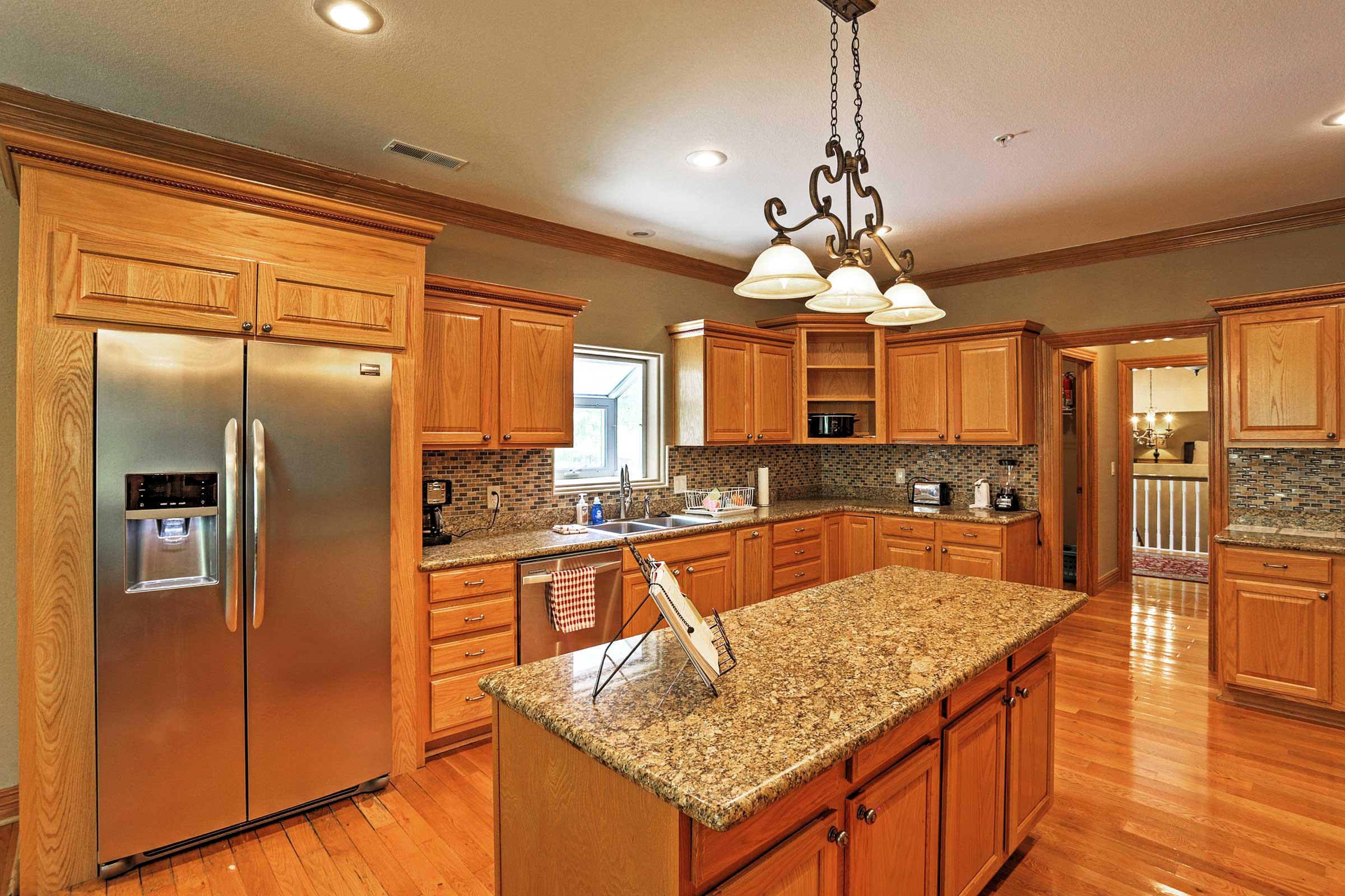 Fully Equipped Kitchen | Crock-Pot | Blender | Toaster