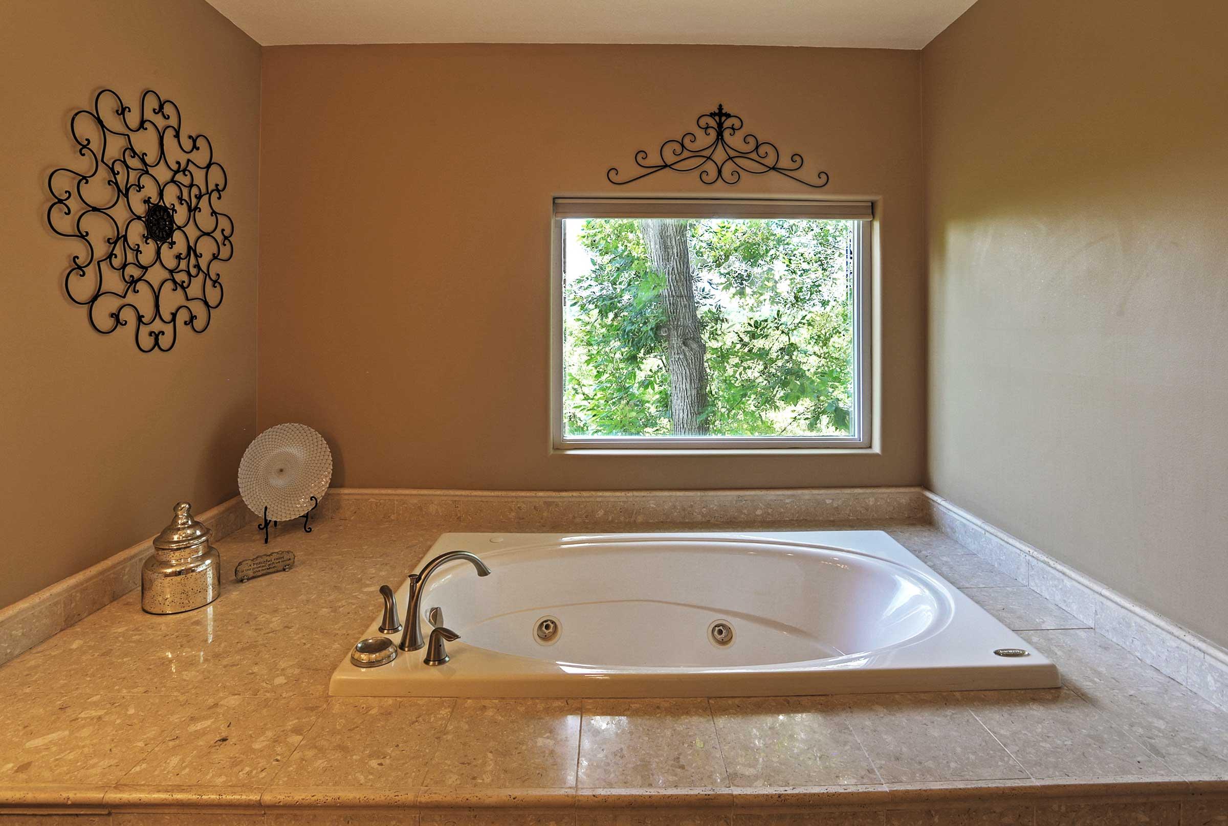 En-Suite Bathroom | Jetted Tub