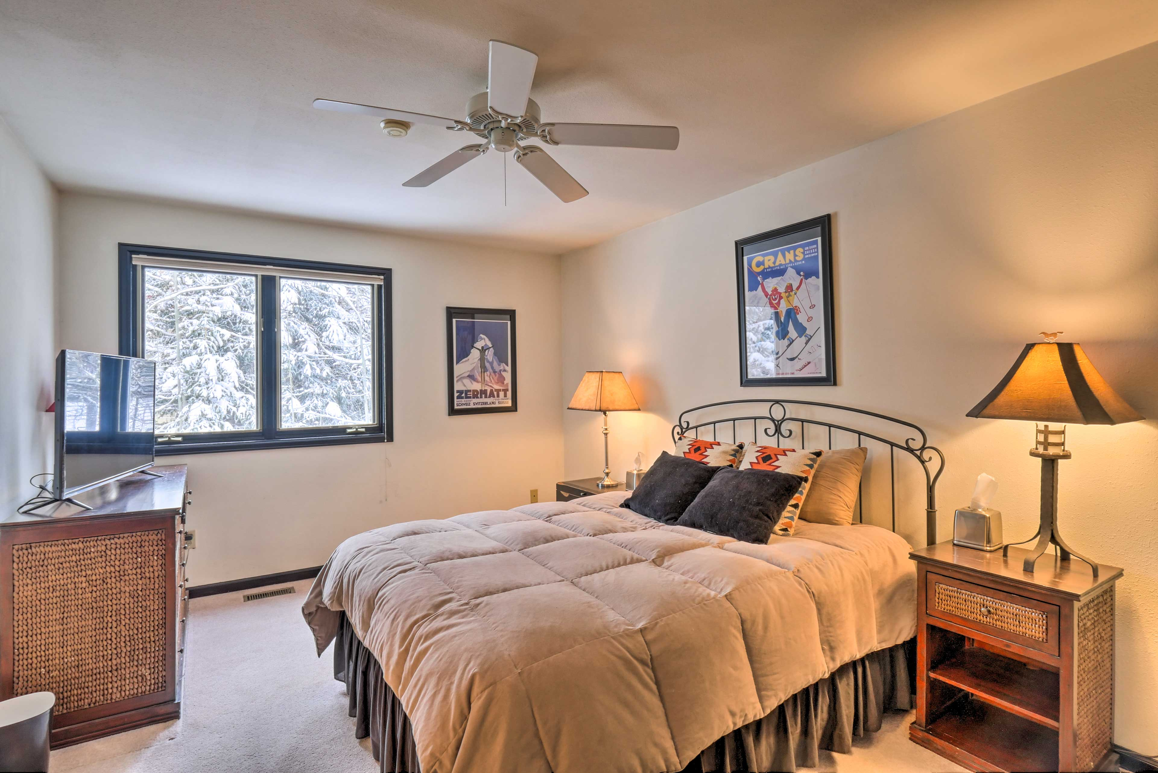 Bedroom 2   King Bed   Second Floor