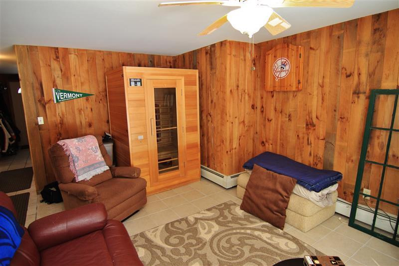 Lower-Level Den   Private Sauna