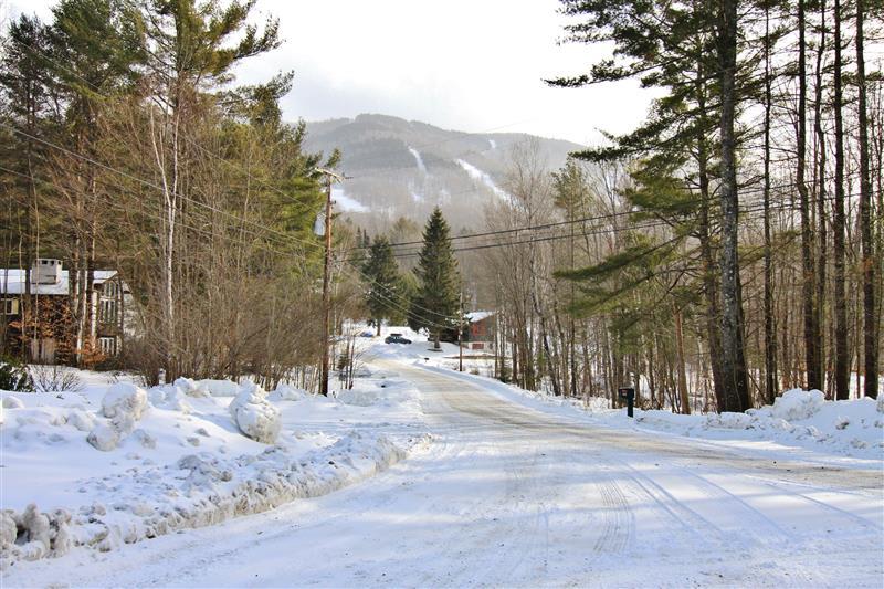 Local Attraction   Magic Mountain Ski Area (<0.5 Mile Away)