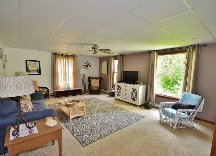 Living Room   A Few Steps to Enter   Free WiFi