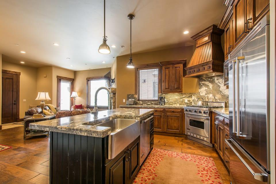 Kitchen | Dishware & Glassware | Breakfast Bar