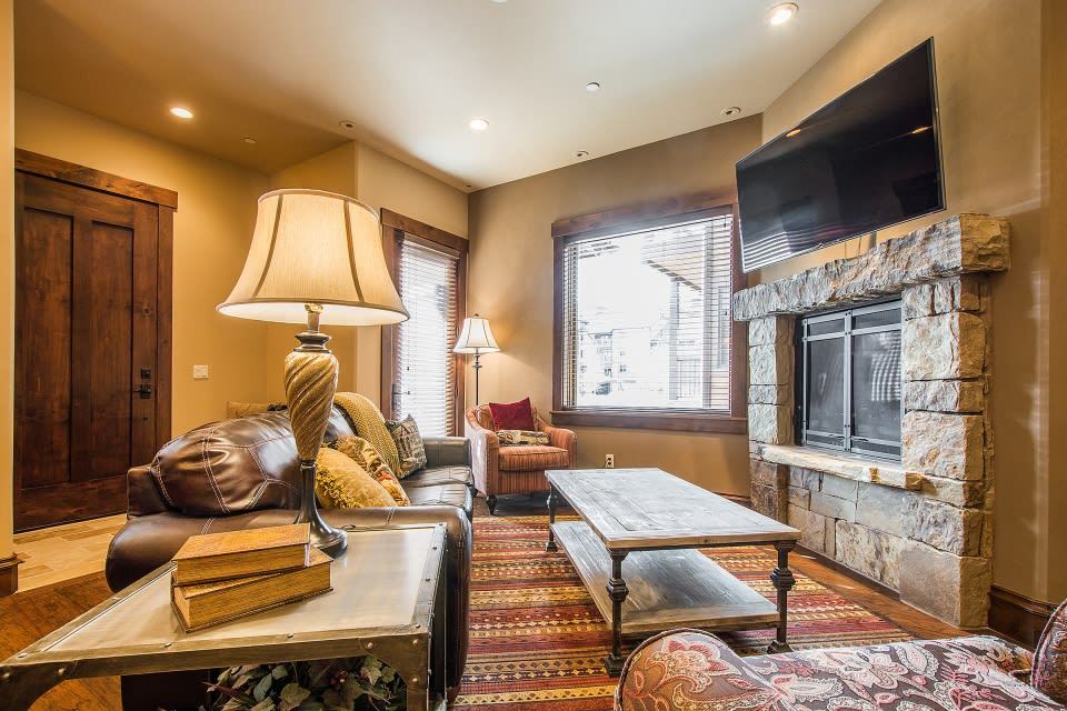 Living Room | Gas Fireplace | Cable TV