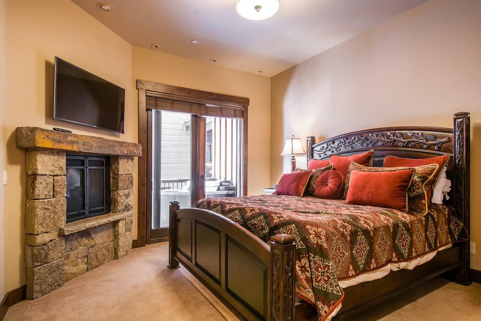 Master Bedroom | King Bed | Second Floor