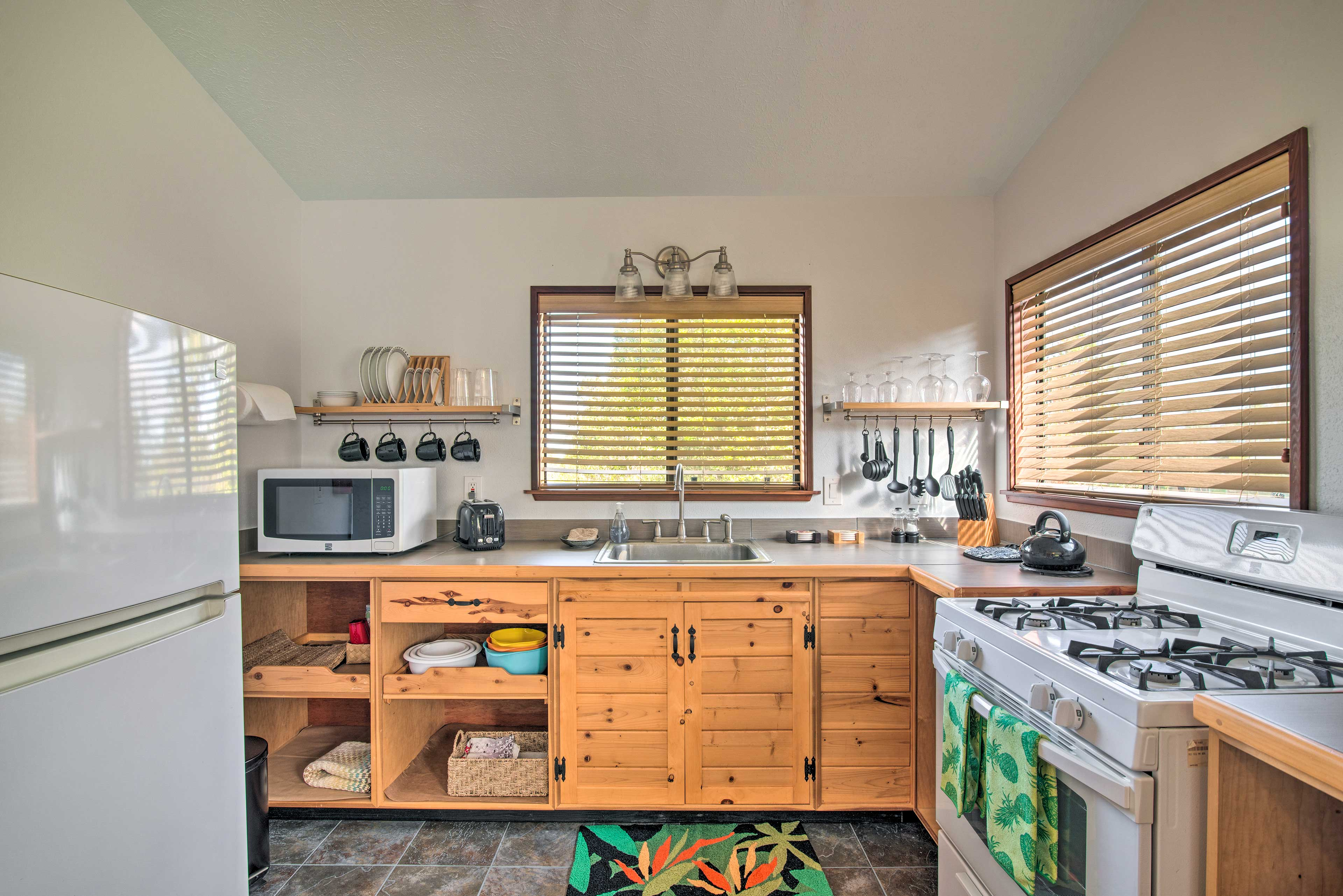 Well-Equipped Kitchen | Water Filter | Trash Bags/Paper Towels Provided