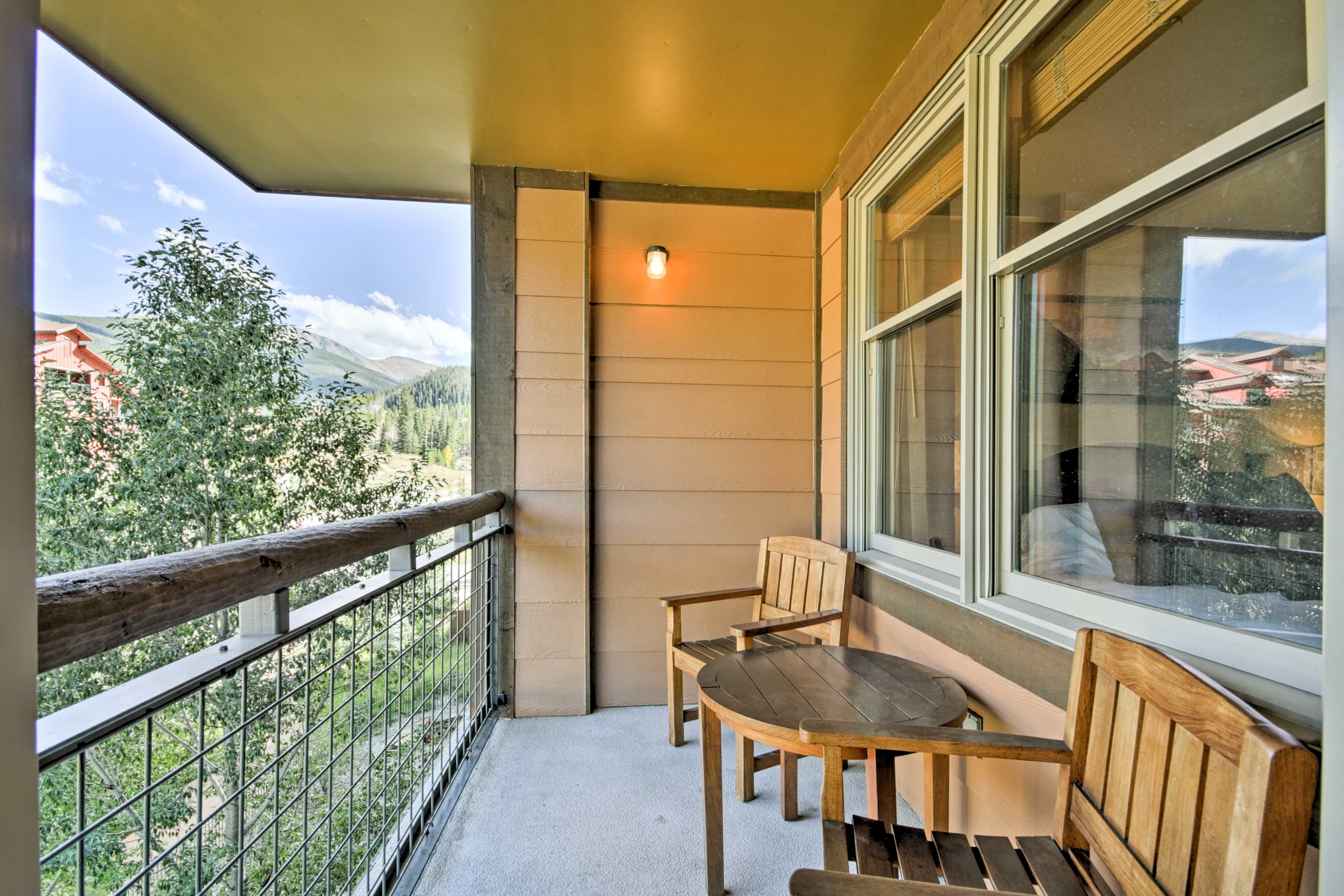 Private Balcony | Fraser River Views