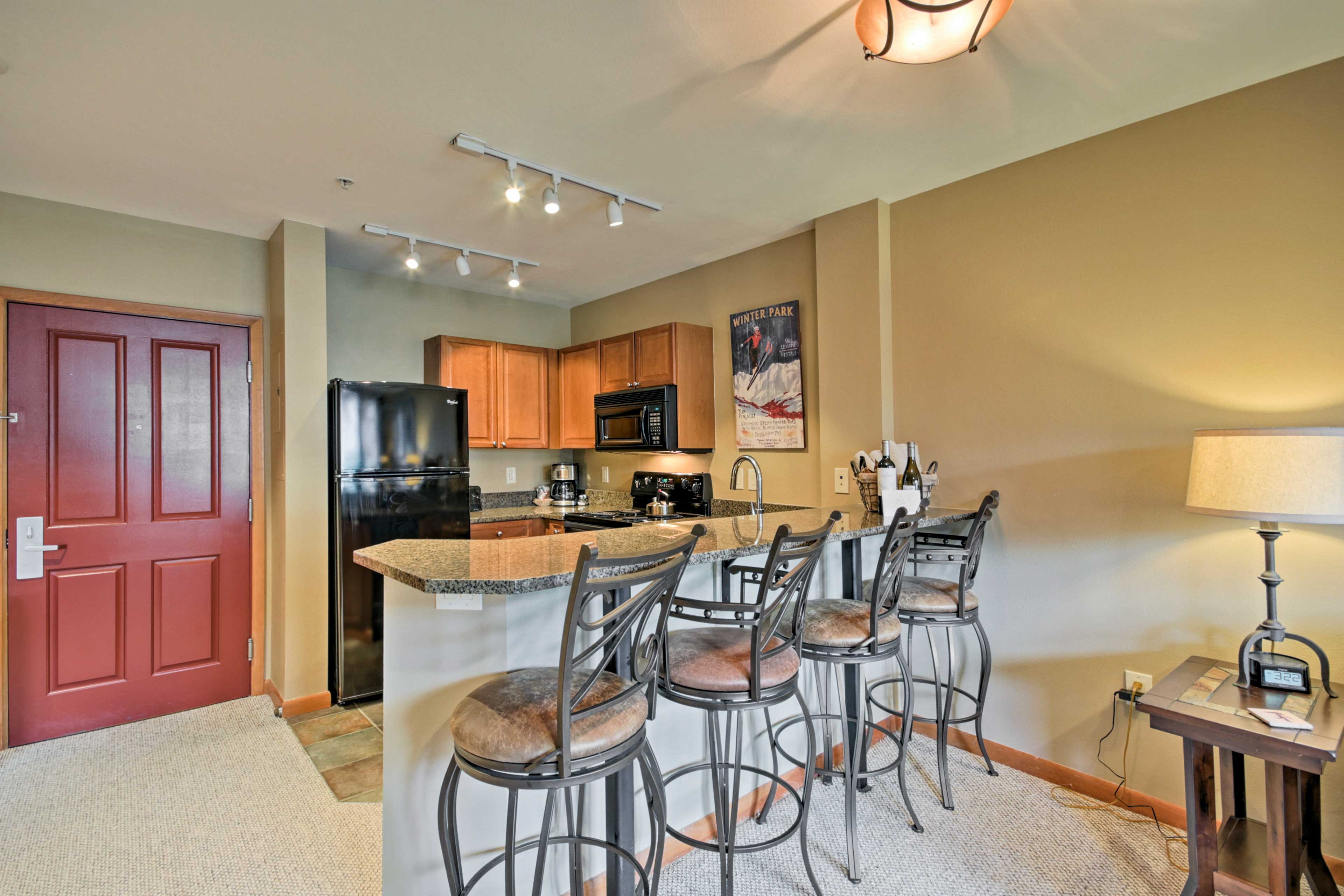 Fully Equipped Kitchen | Trash Bags/Paper Towels Provided