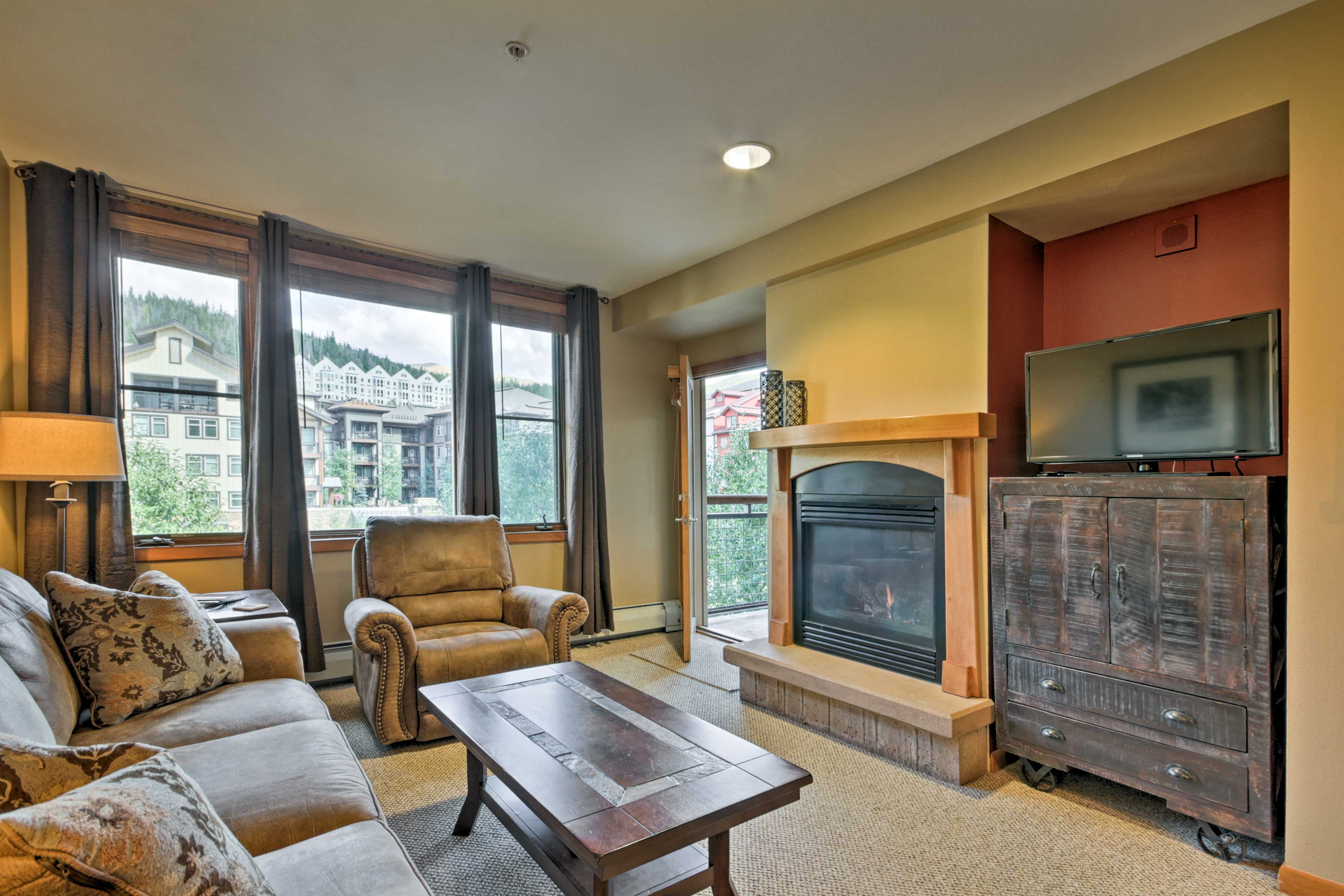 Living Room | Gas Fireplace | Cable TV | DVD Player | Access to Balcony
