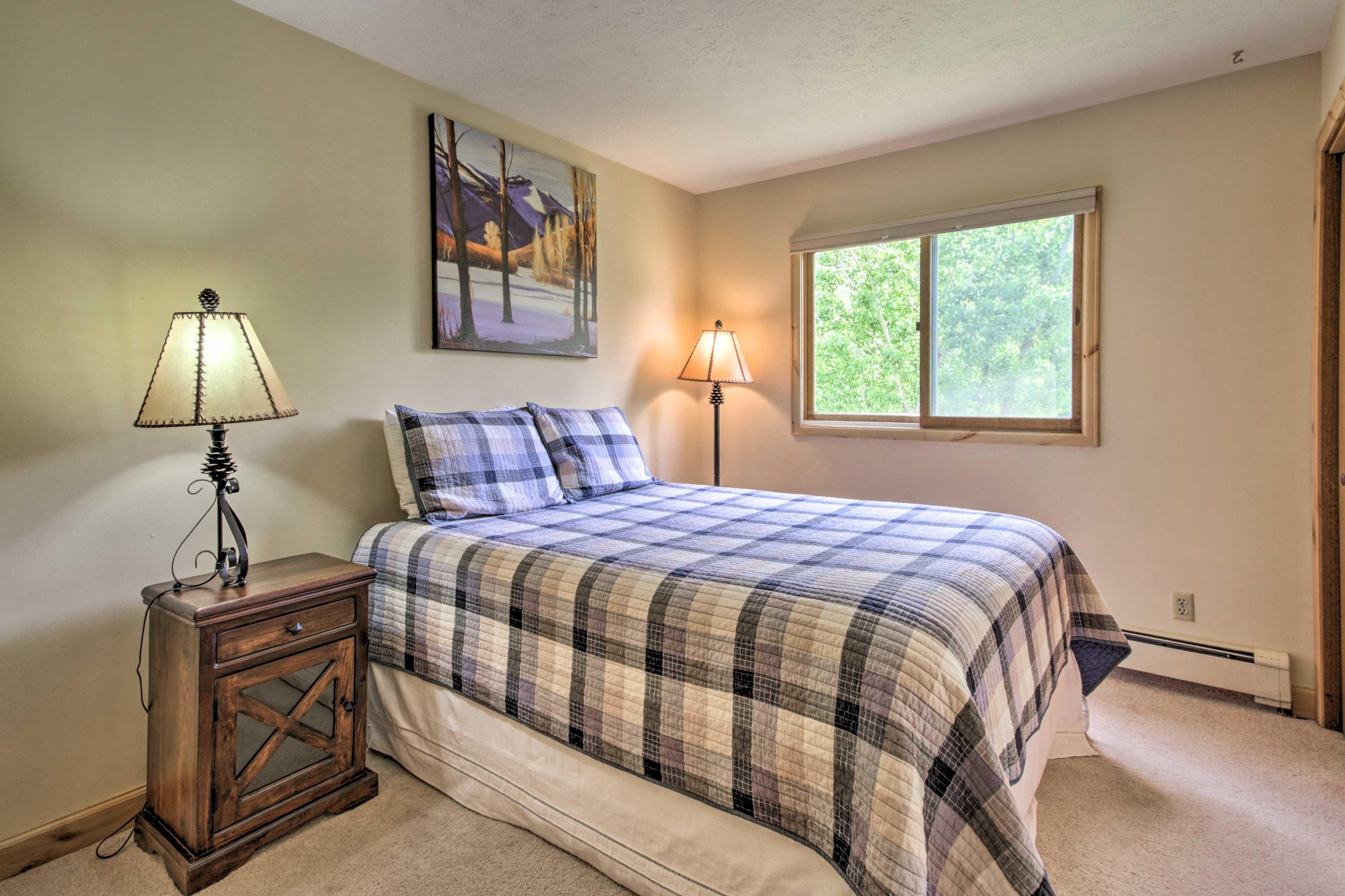 Bedroom 6 (Apartment)   2nd Floor   Queen Bed