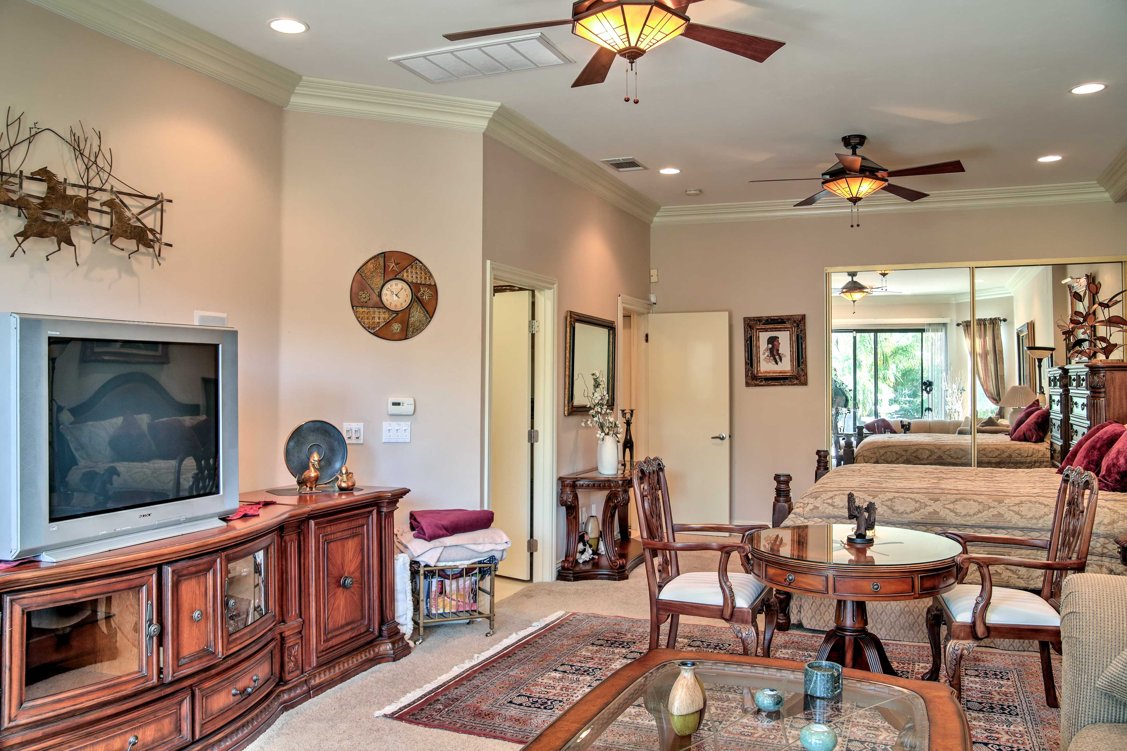 Master Bedroom Suite | Cable TV