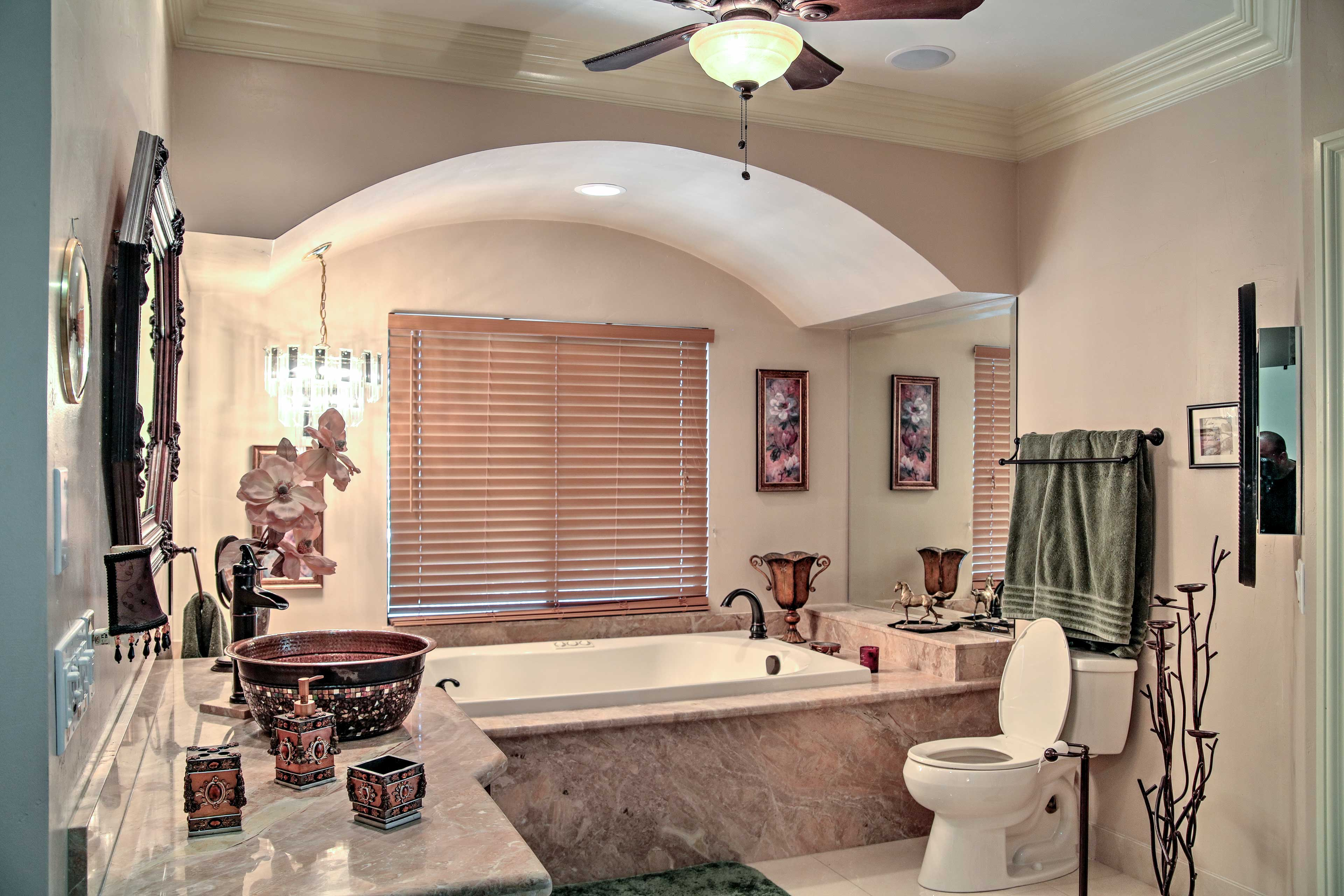 Master Bathroom | Towels Provided