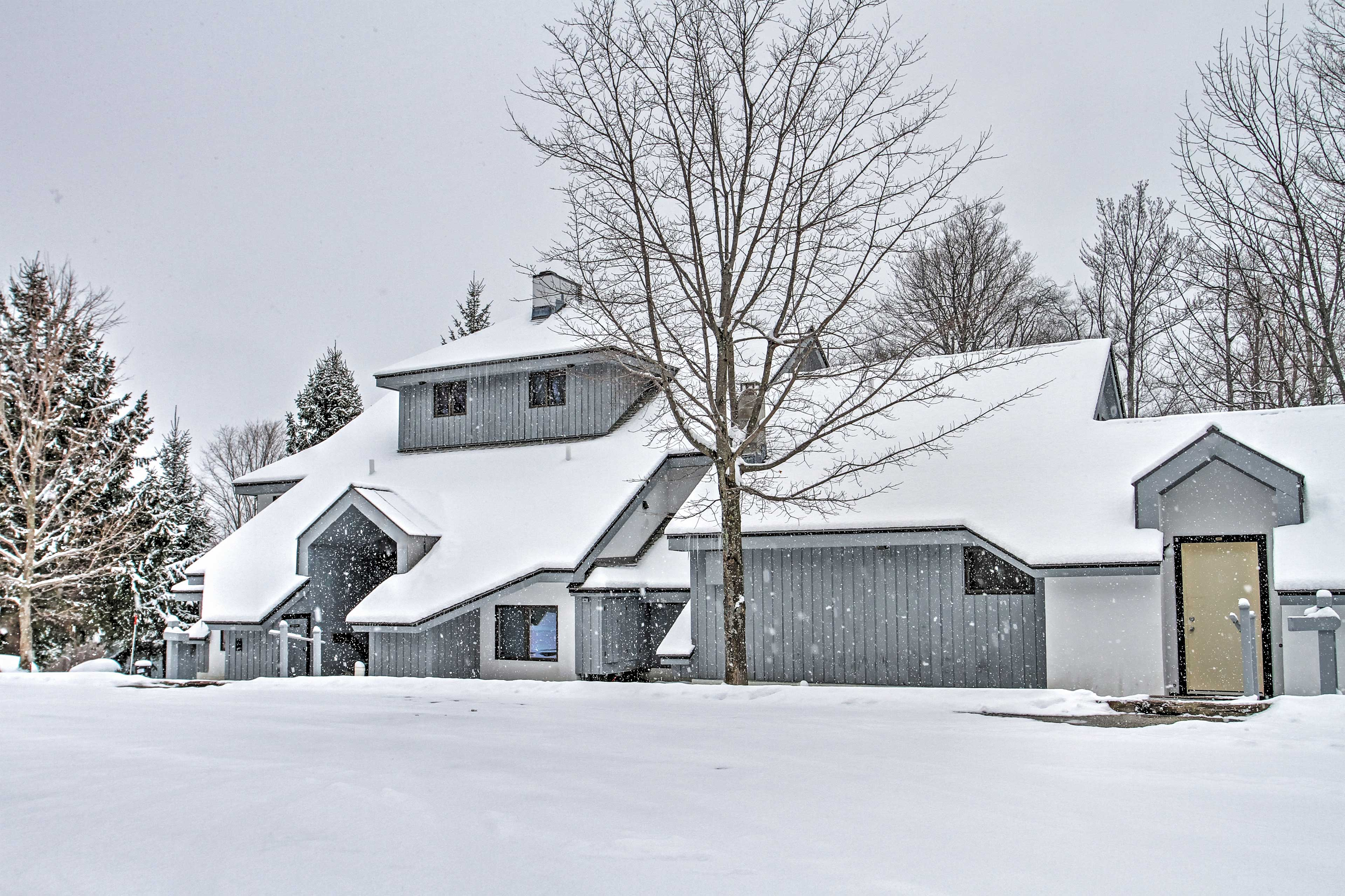 This property turns into a winter wonderland as the snow starts to fall!