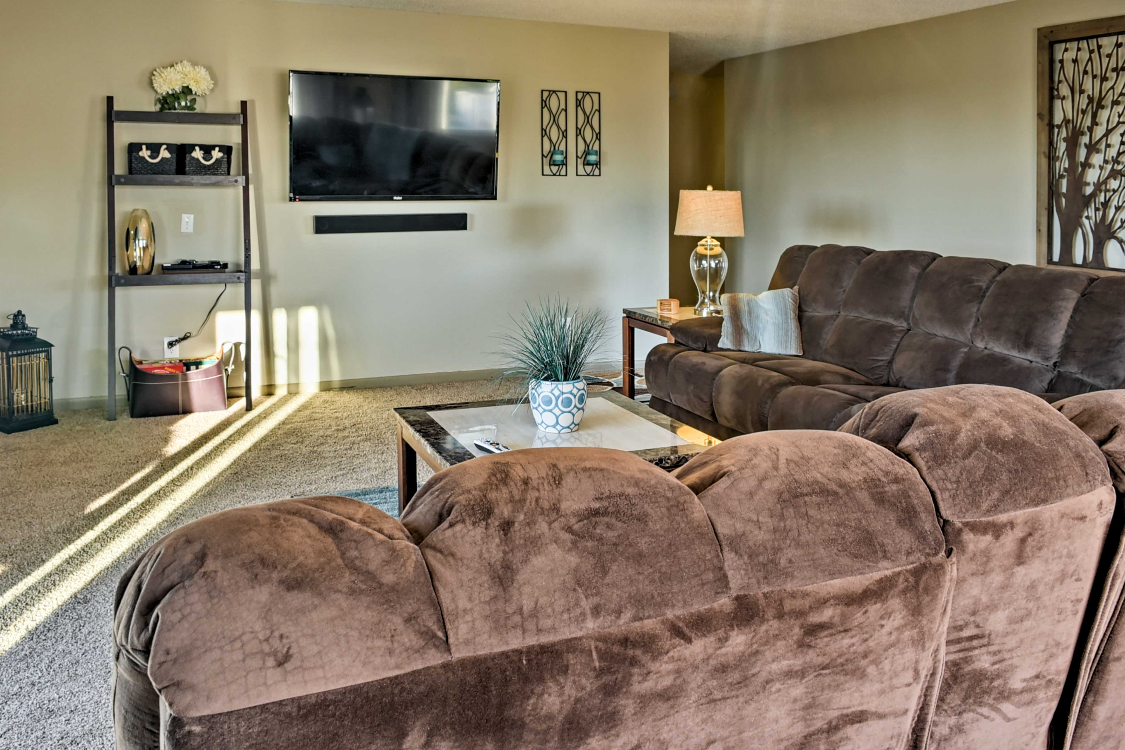 Living Room | DVD Player | Cable TV