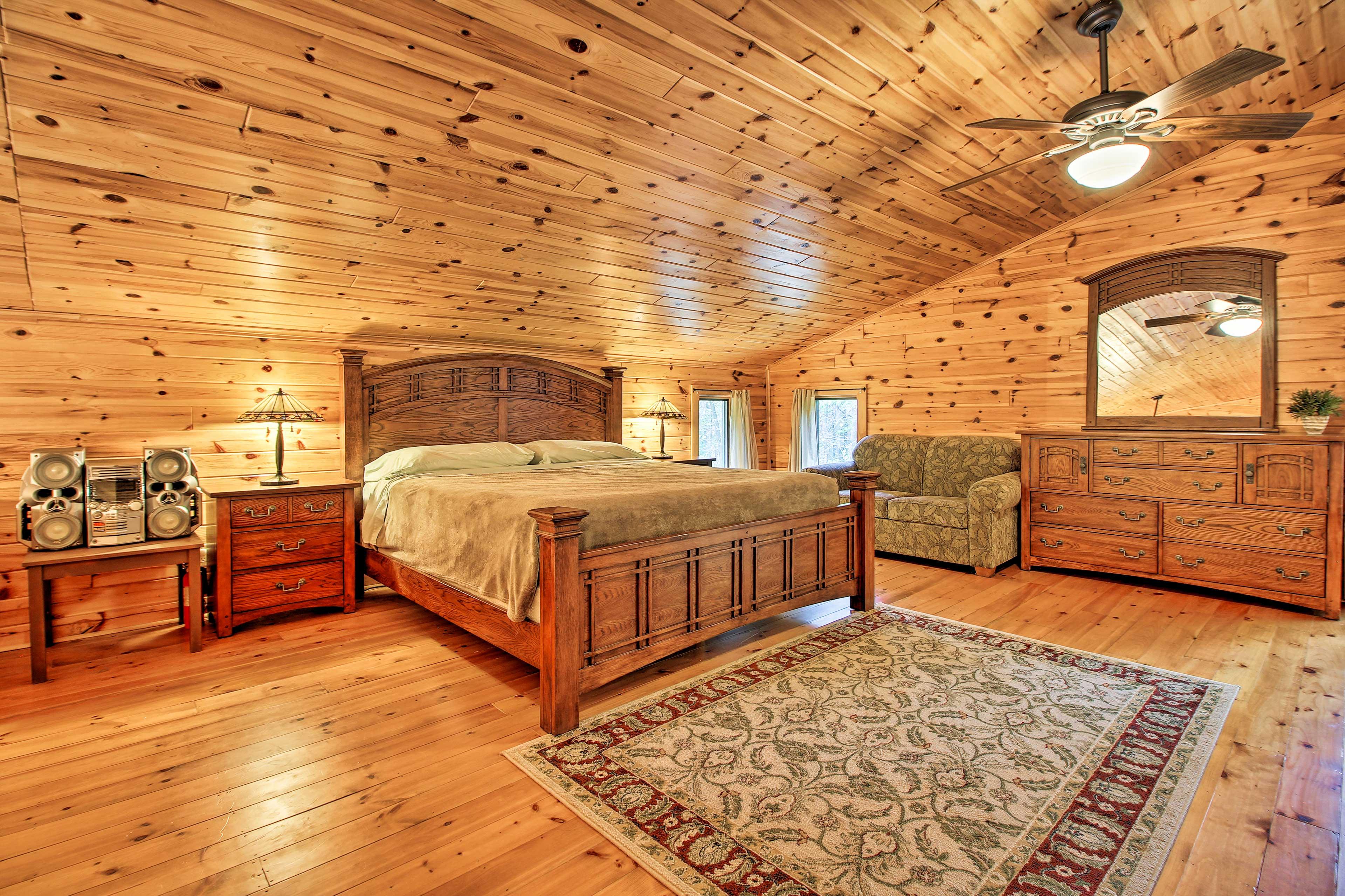 Master Bedroom | King Bed | Second Level