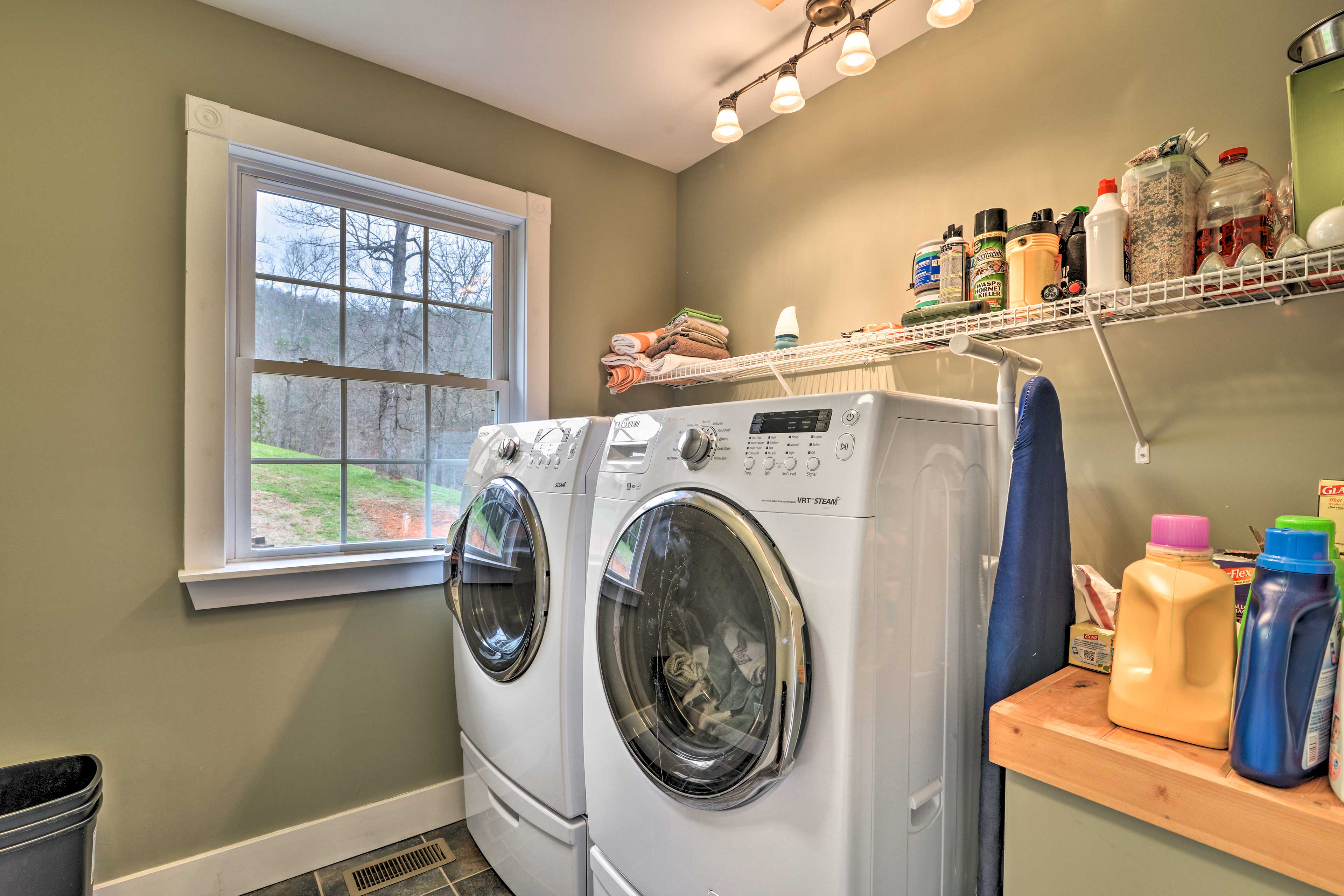 Keep your clothes fresh with the in-unit laundry machines!