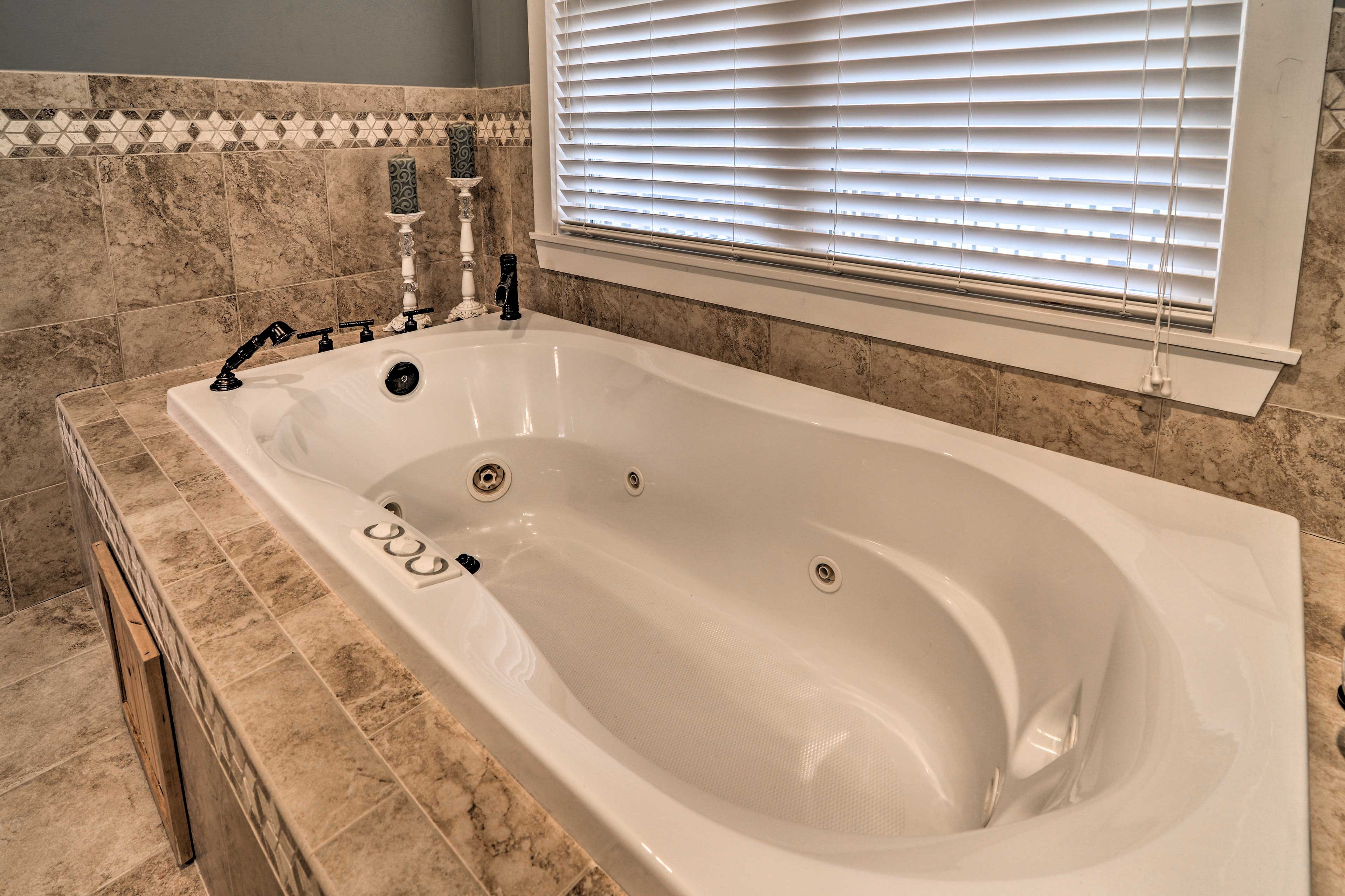 End your adventure-filled days with a soak in the jetted tub.