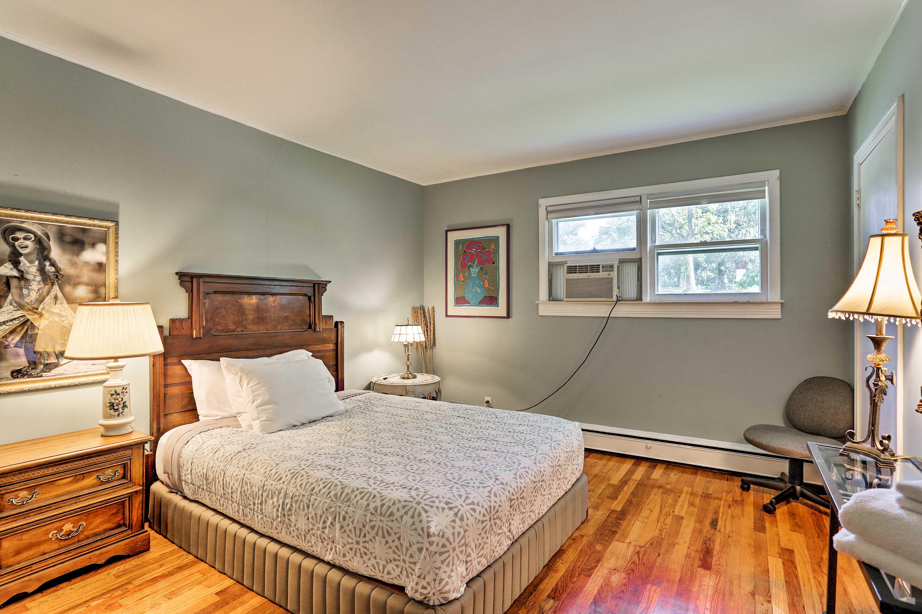 Bedroom 3   Queen Bed   Linens Provided