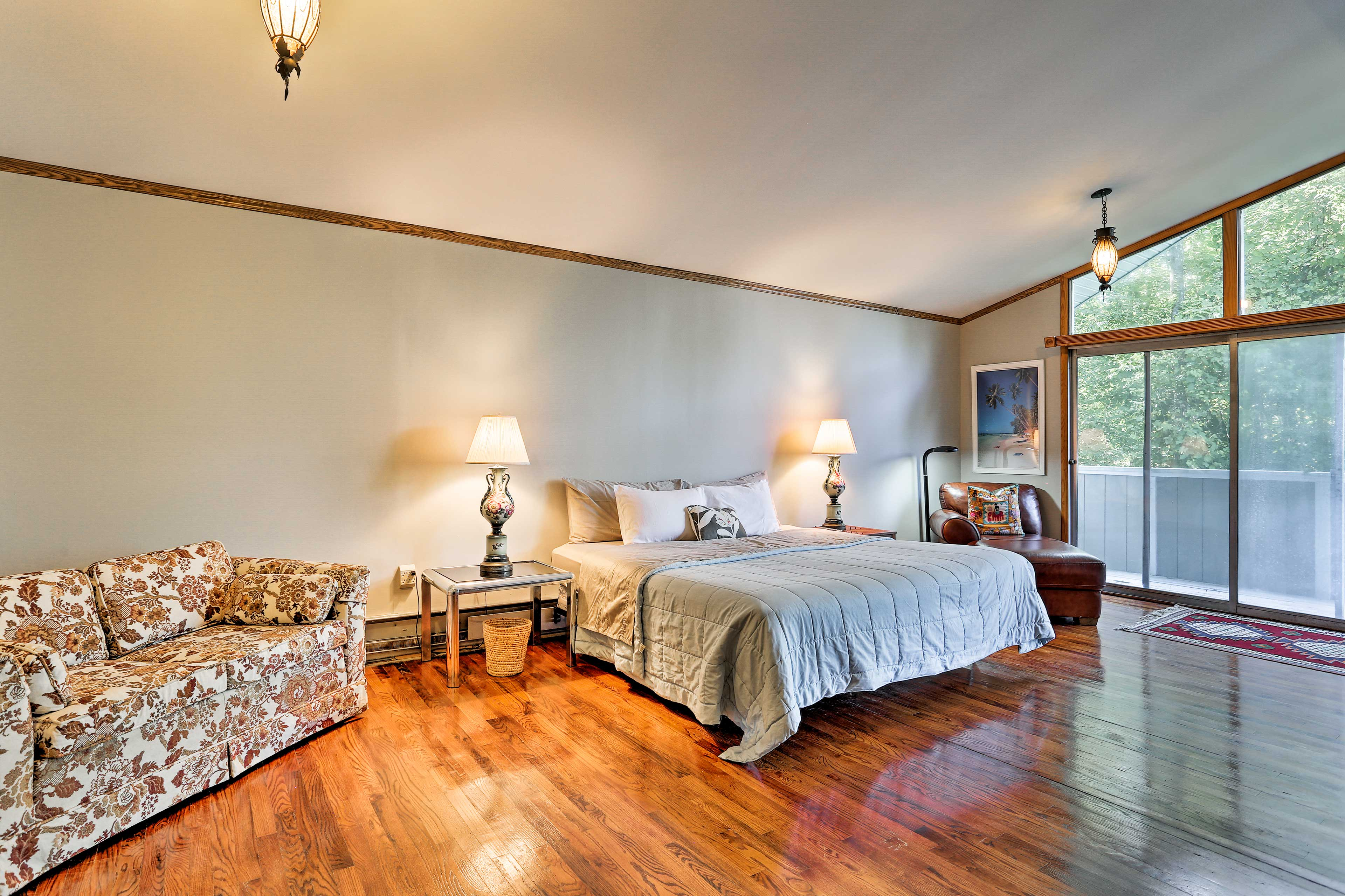 Master Bedroom   King Bed   Linens Provided