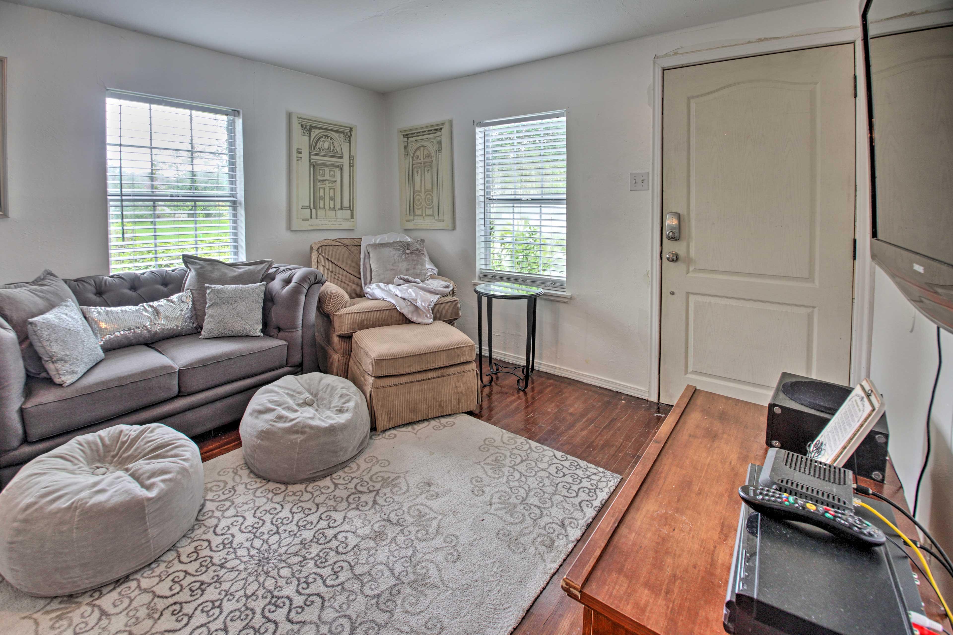 Living Room | Hardwood Floors