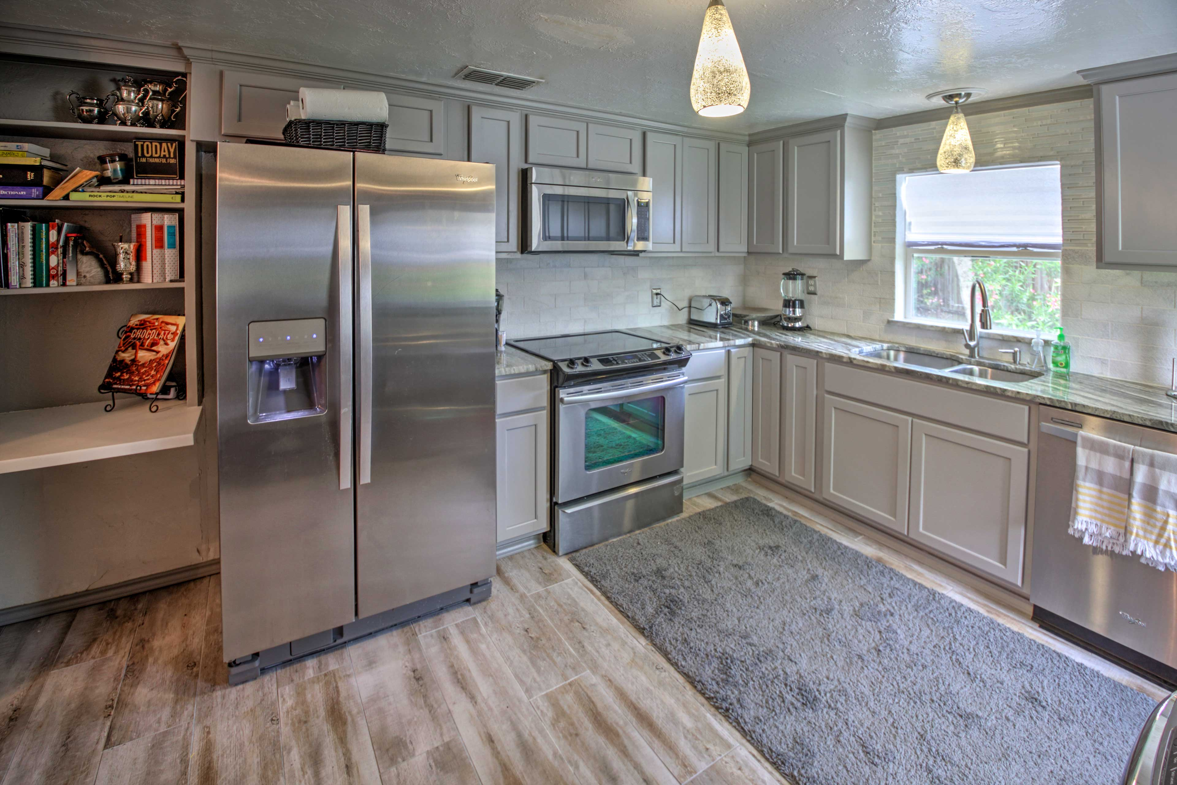Fully Equipped Kitchen | Cooking Basics | Granite Countertops