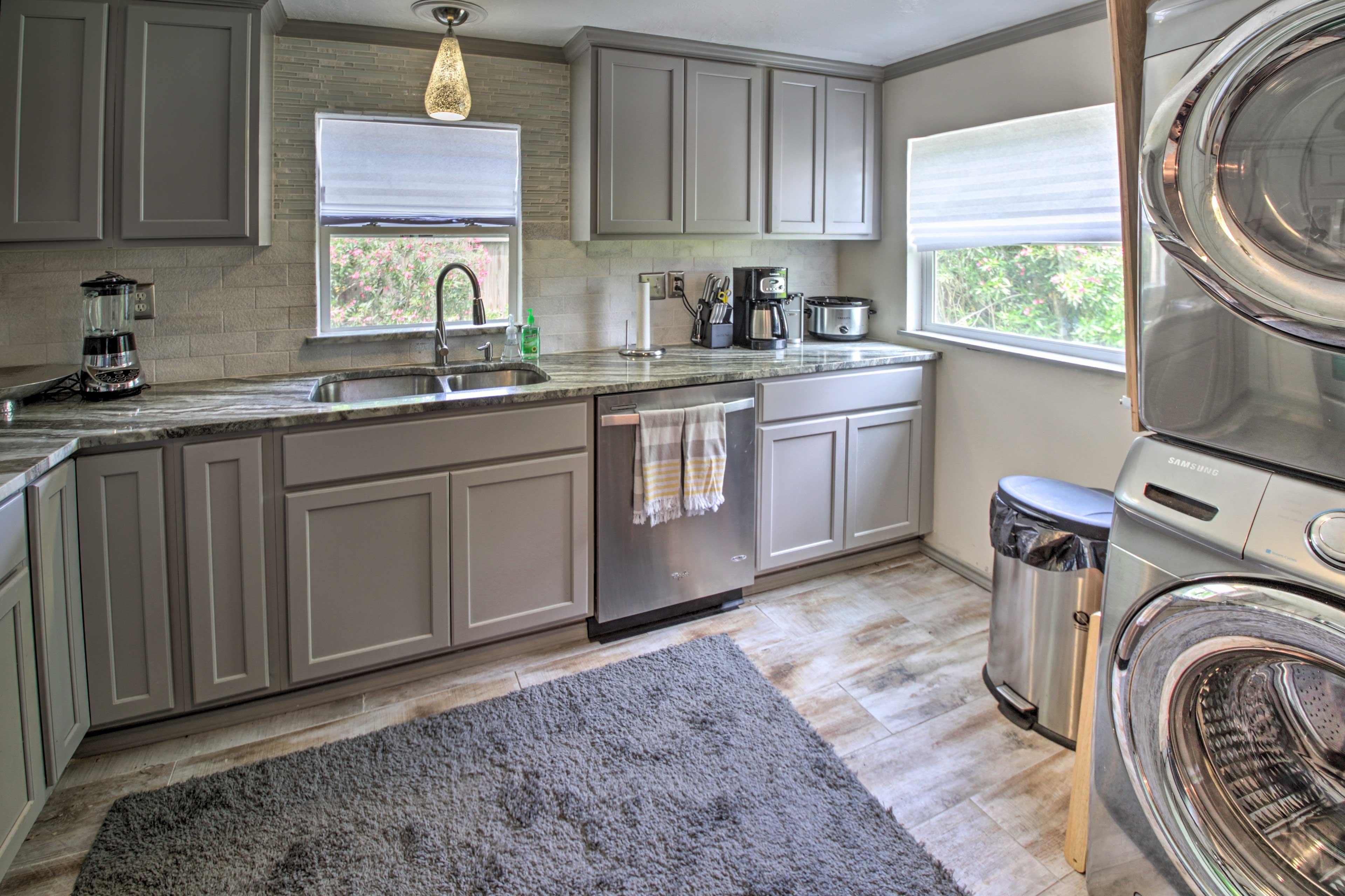Fully Equipped Kitchen | Full Knife Set | Toaster | Blender