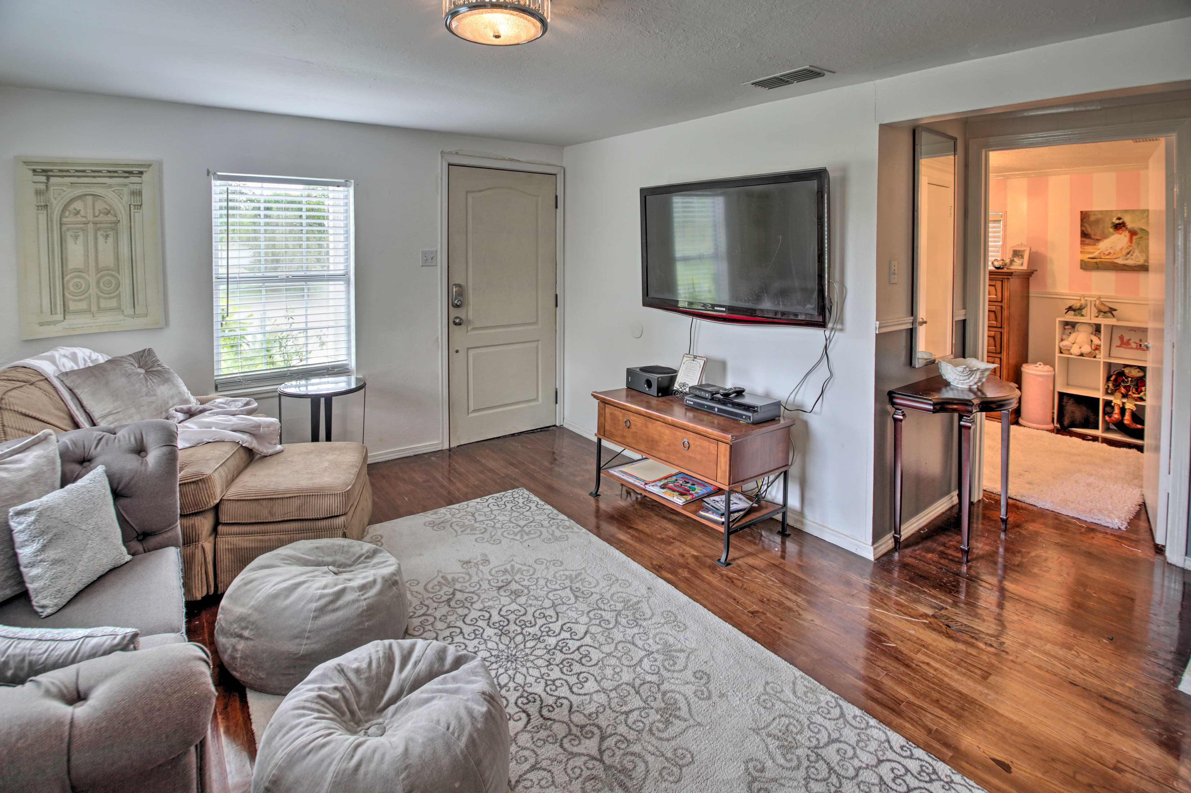 Living Room | Cable TV