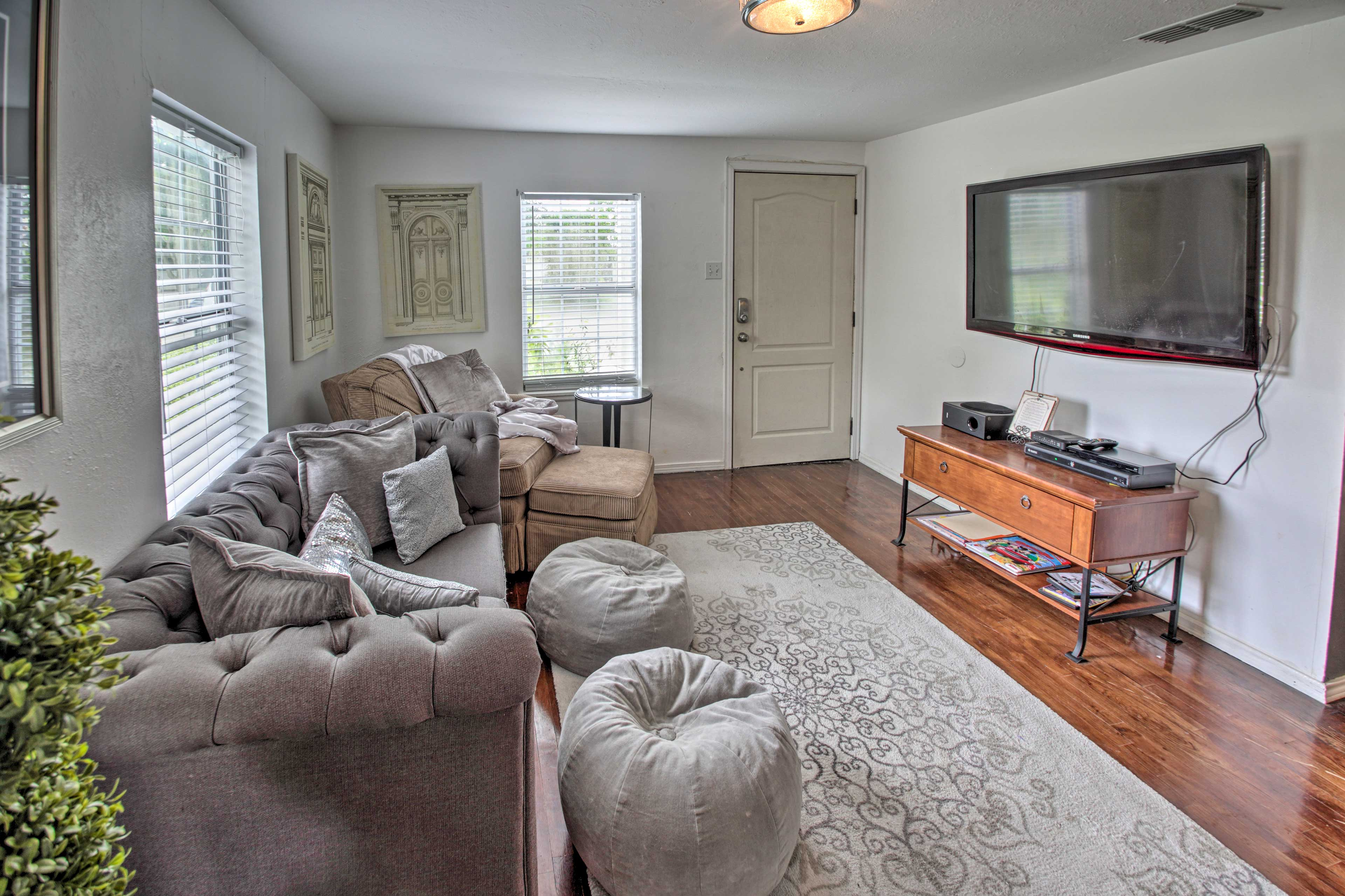 Living Room | Central Air Conditioning/Heating