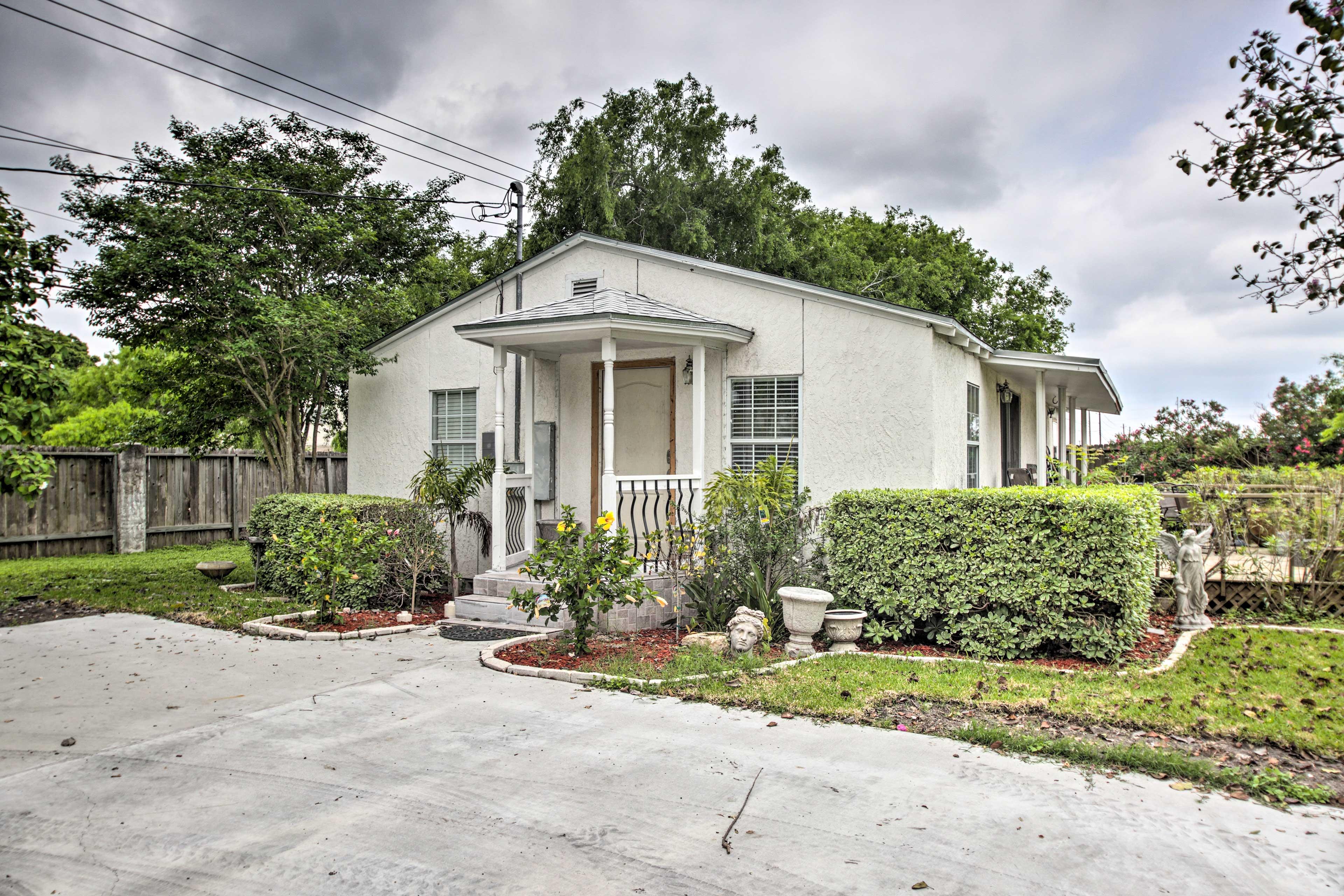 Corpus Christi Vacation Rental | 1-Story Cottage | 2BR | 1.5BA | 1,000 Sq Ft