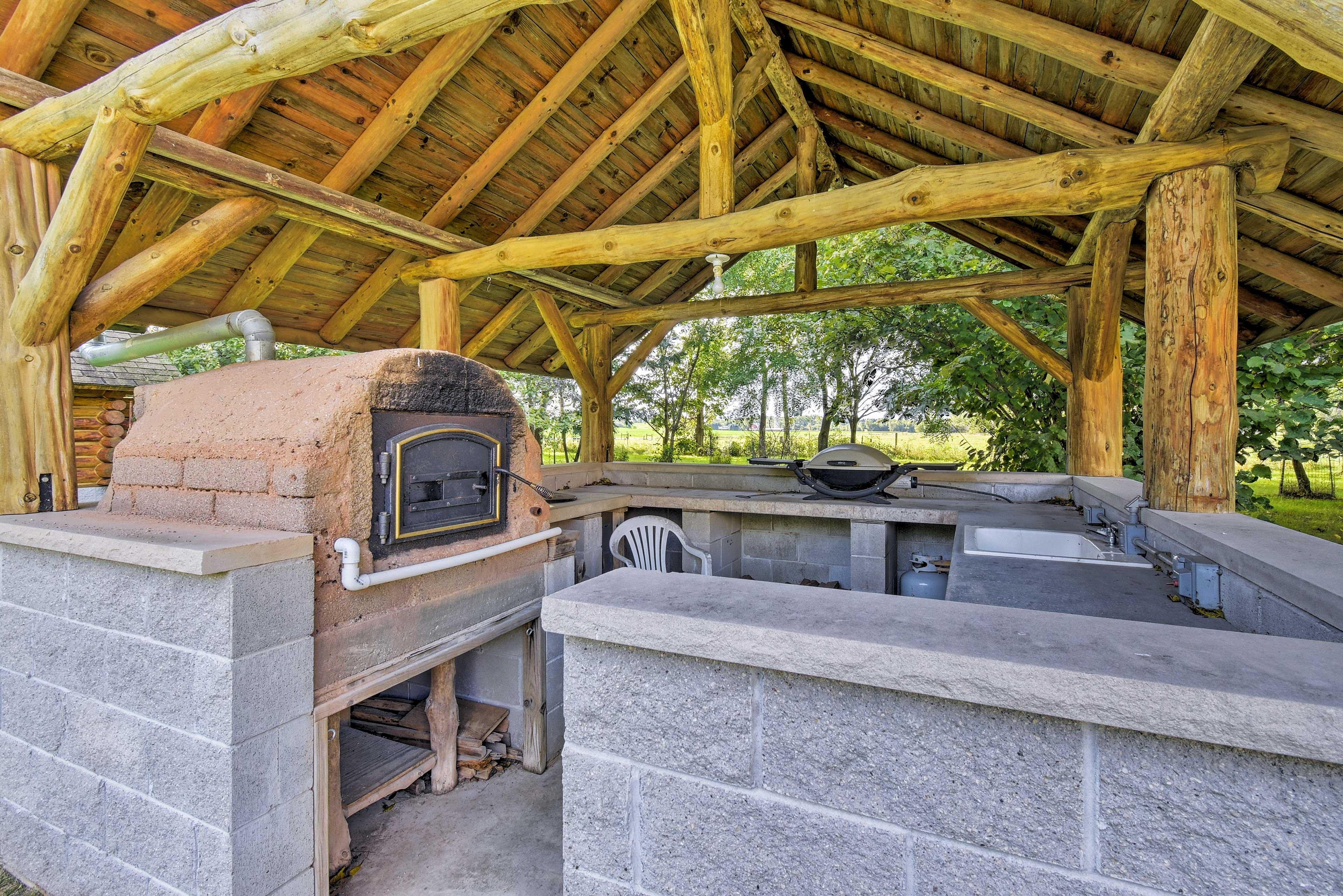 Cabin Exterior | Outdoor Kitchen