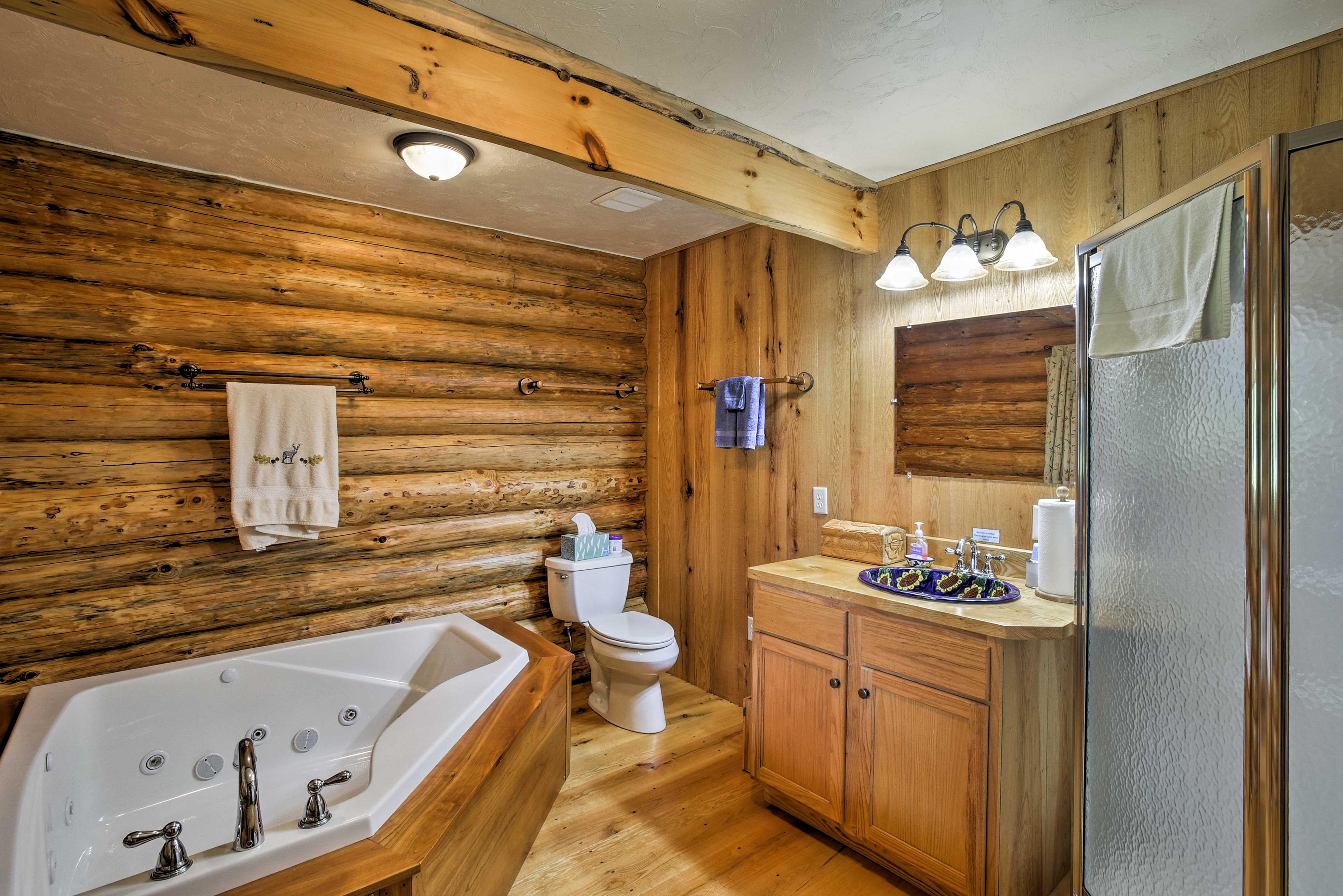 Full Bathroom | Jetted Bathtub | Towels Provided