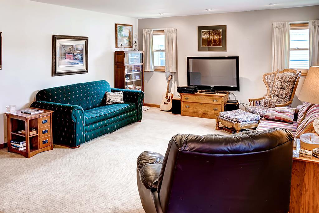 Living Room   Step-Free Access   2 Sleeper Sofas