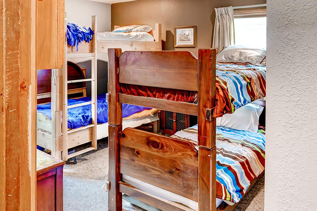 Bedroom 2   2 Twin Bunk Beds