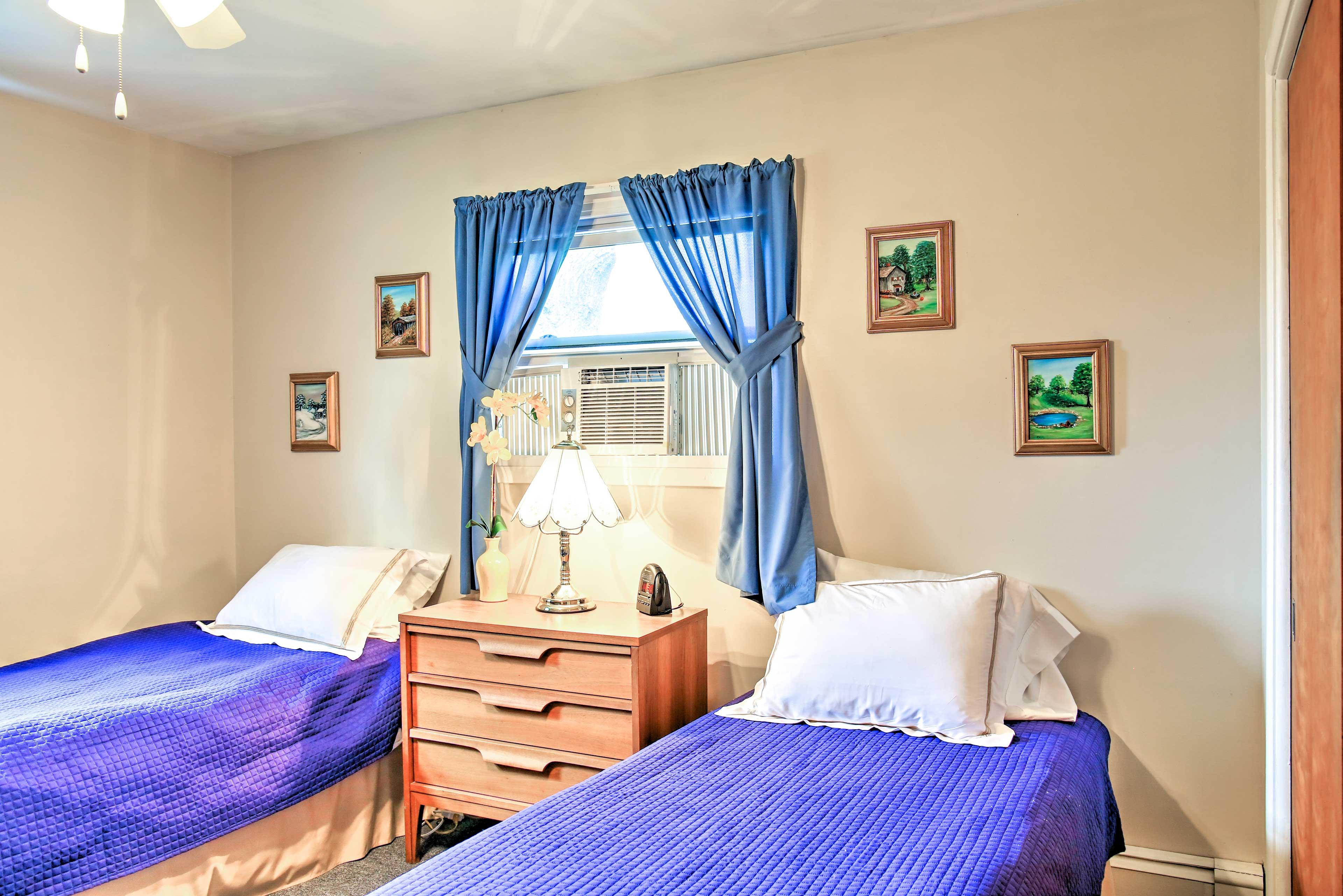 Bedroom 2   2 Twin Beds   Twin Bunk Bed