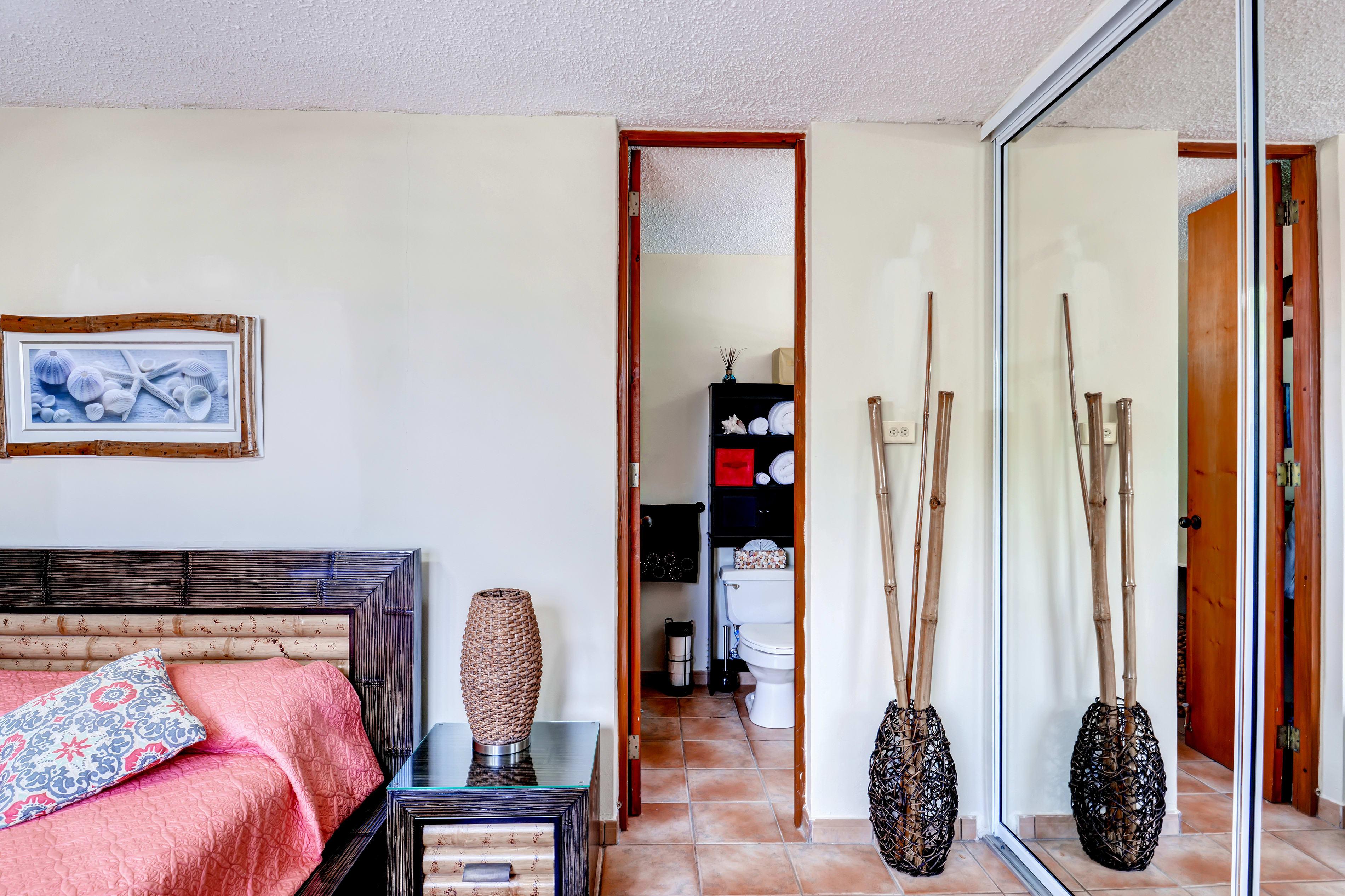 Master Bedroom | En-Suite Bathroom