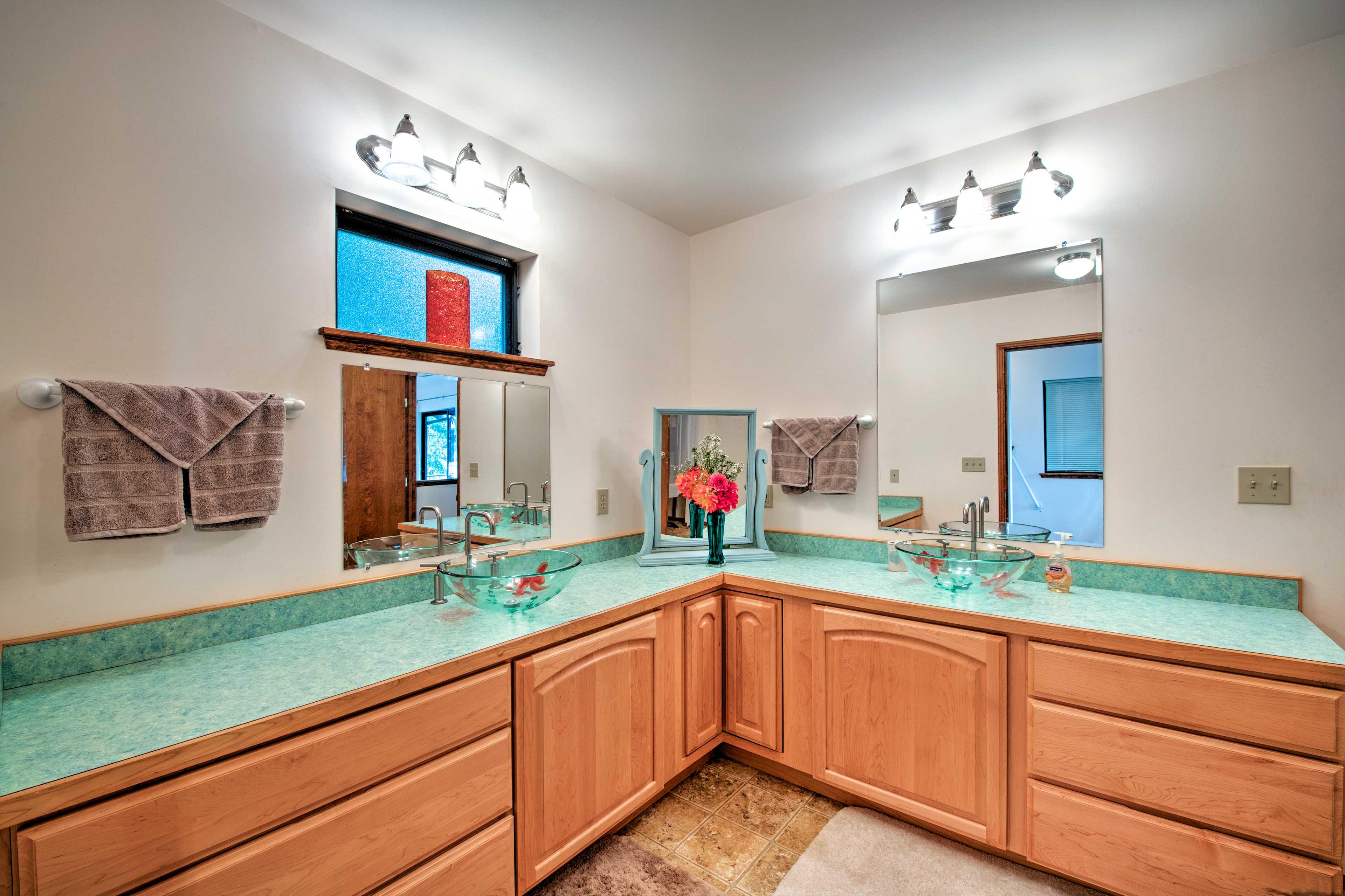En-Suite Bathroom | Complimentary Toiletries
