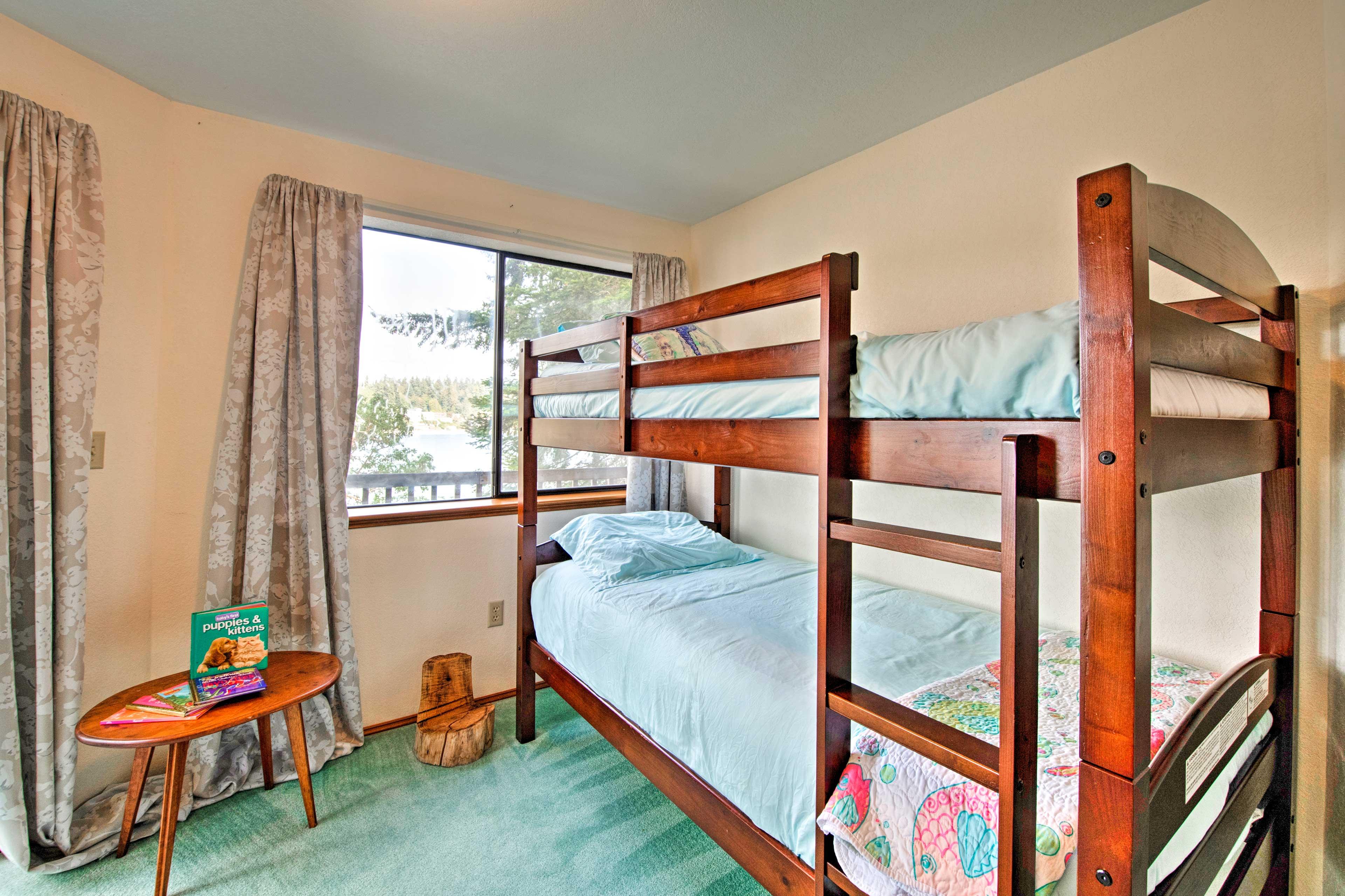 Bedroom 4 | 2nd Floor | Twin Bunk Bed