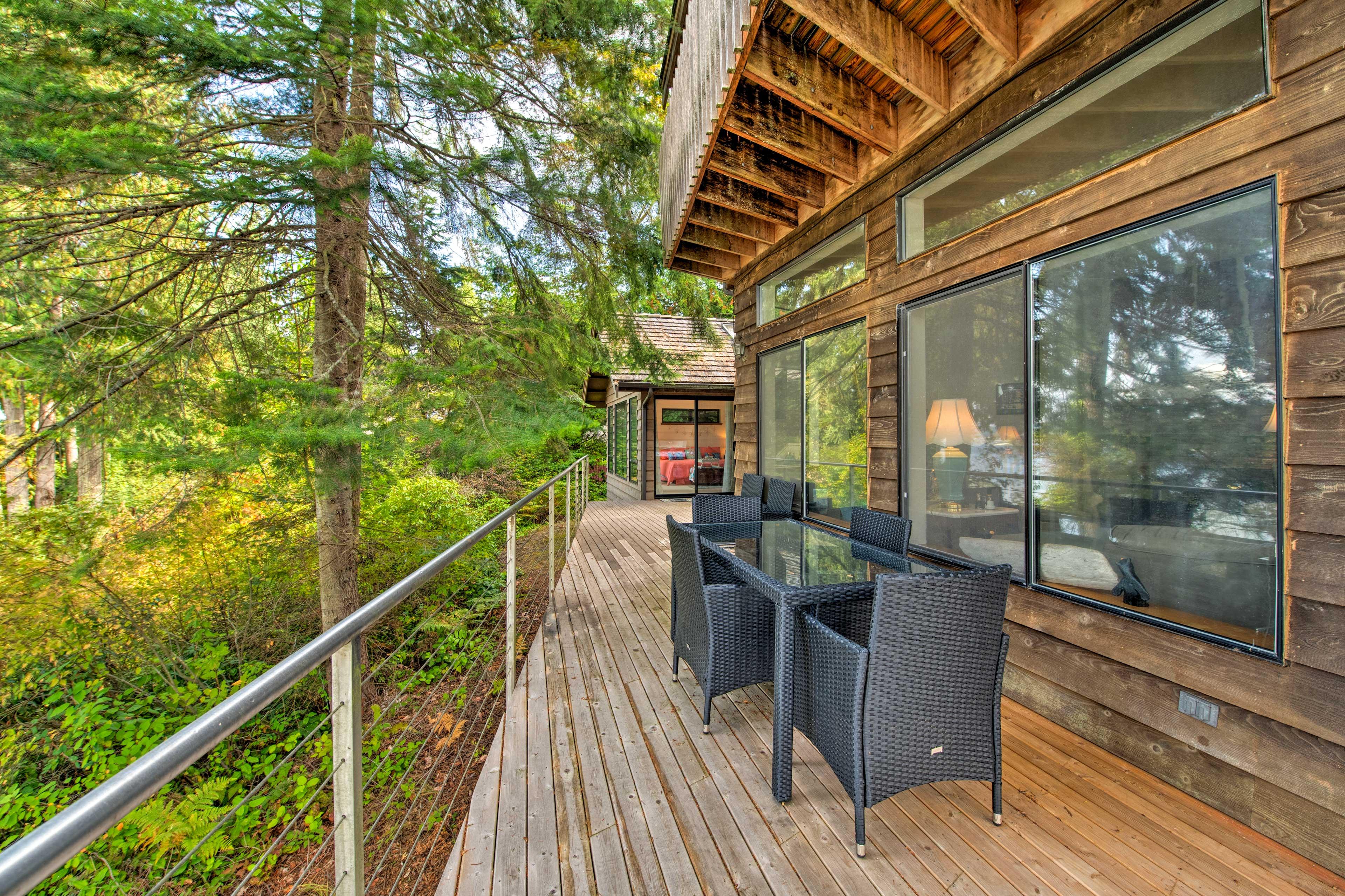 1st-Floor Wraparound Deck
