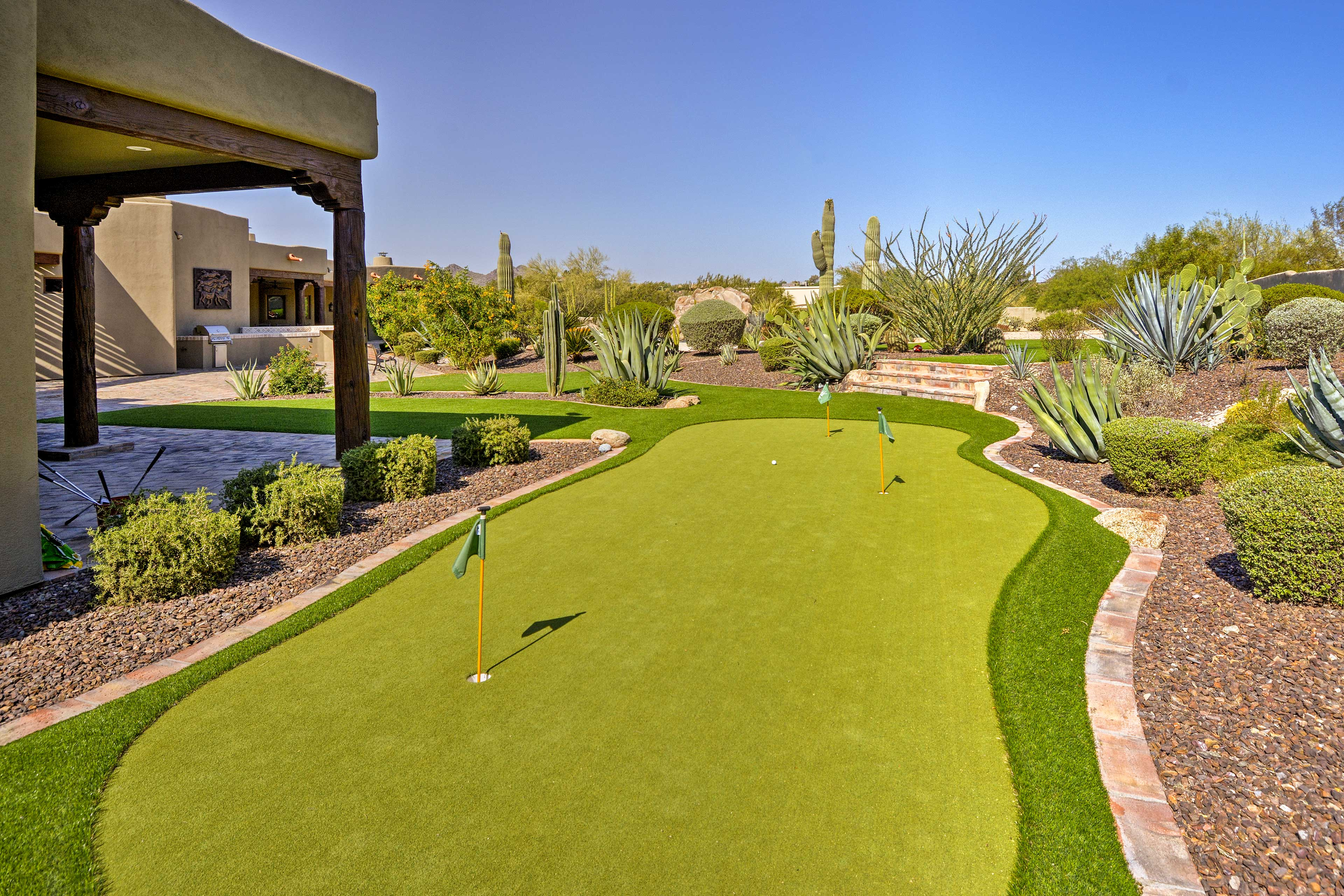Outdoor Oasis   Putting Green