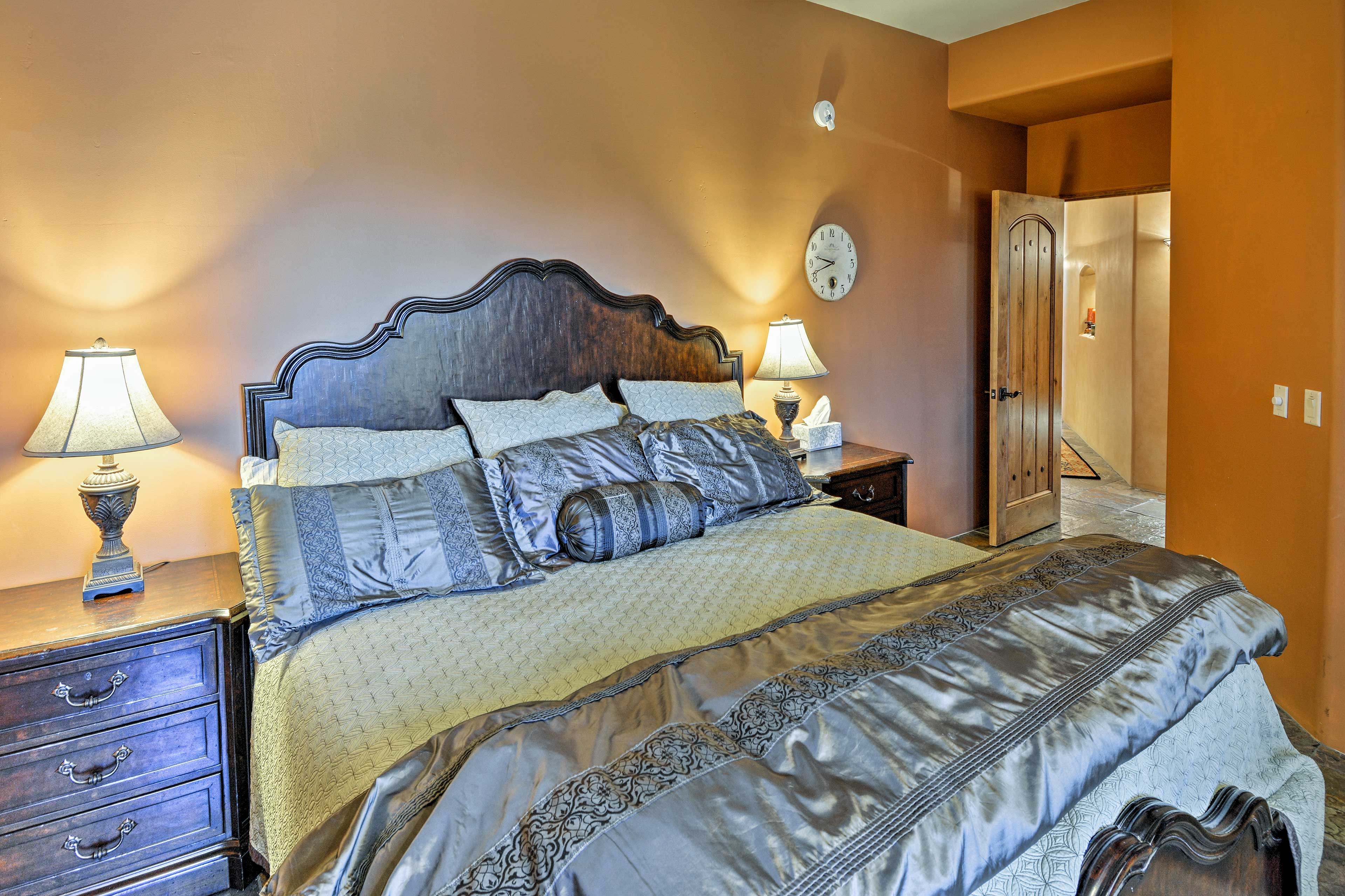 Bedroom 2   King Bed   Linens Provided