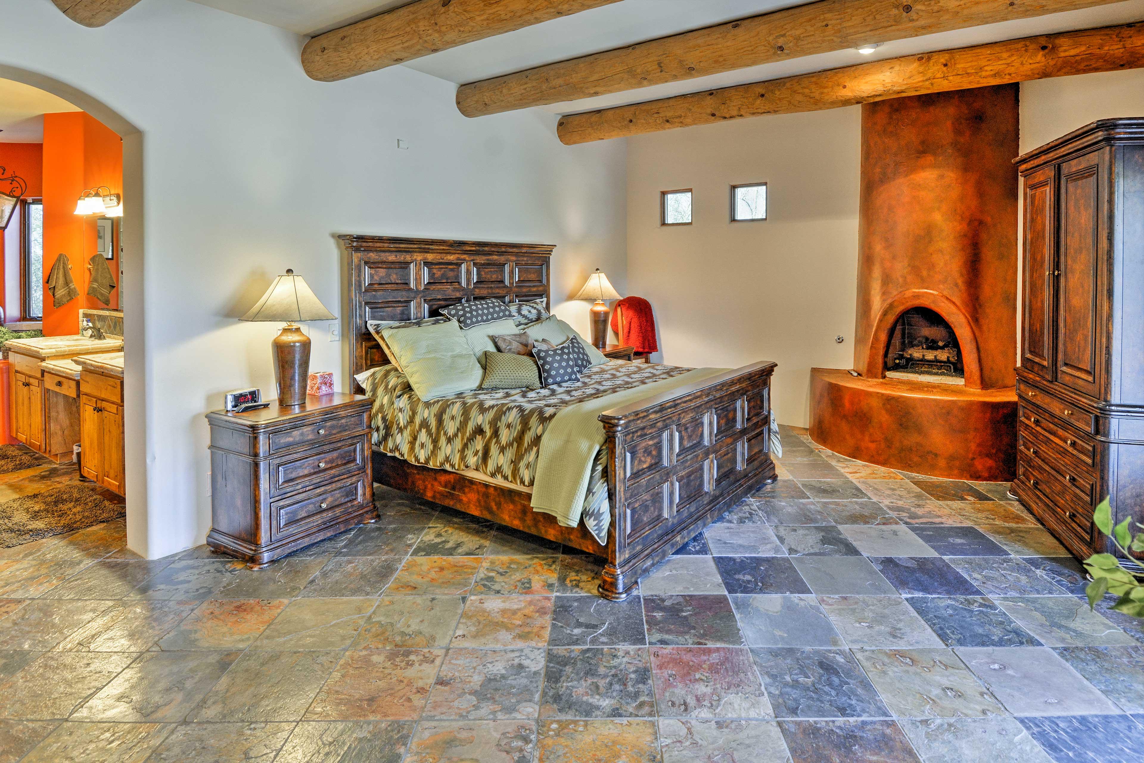 Master Bedroom   King Bed   Wood-Burning Fireplace